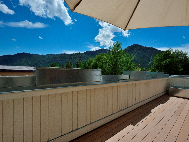 Additional photo for property listing at Beautifully Remodeled Light Industrial Space 125 Northwood Way Unit B Ketchum, Idaho 83340 États-Unis