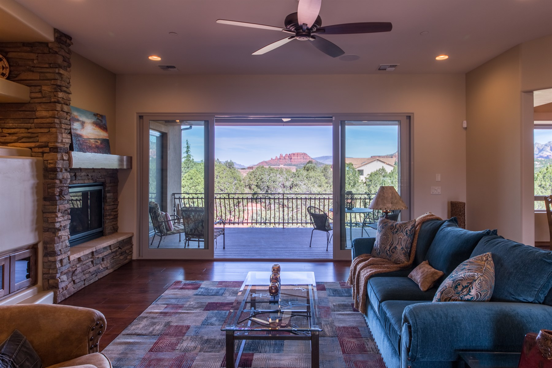 Maison unifamiliale pour l Vente à Turn-key ready brand new 2015 ''Energy Star'' certified and solar luxury home 150 RIMSTONE CIR Sedona, Arizona 86336 États-Unis