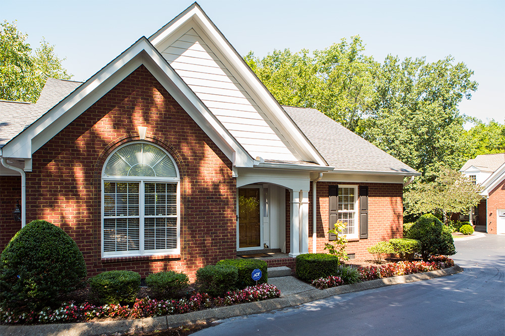 Single Family Home for Sale at Gracious Cottage in the Heart of Green Hills 3300B Hobbs Road Nashville, Tennessee 37215 United States