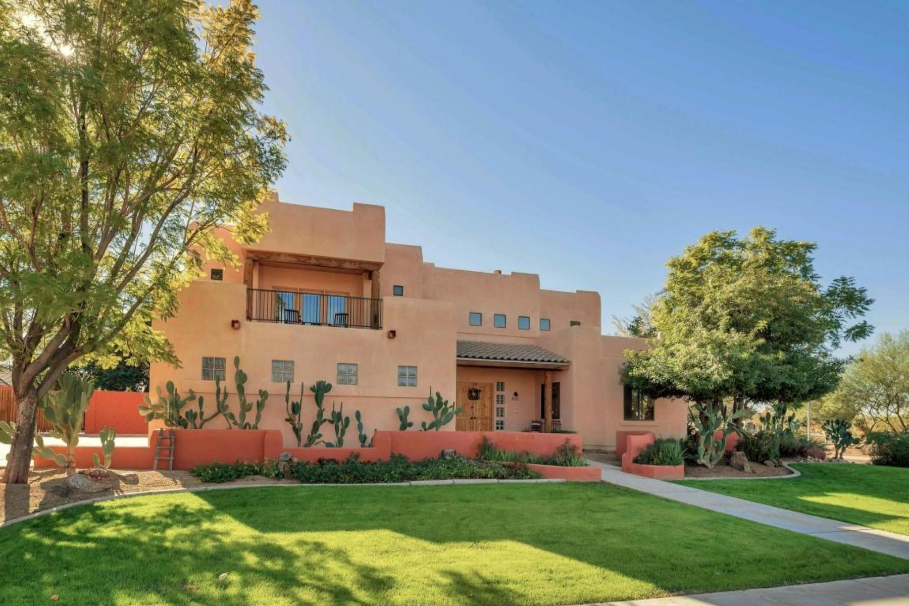 Maison unifamiliale pour l Vente à Custom Santa Fe-style home 7113 E Granada Street Mesa, Arizona, 85207 États-Unis