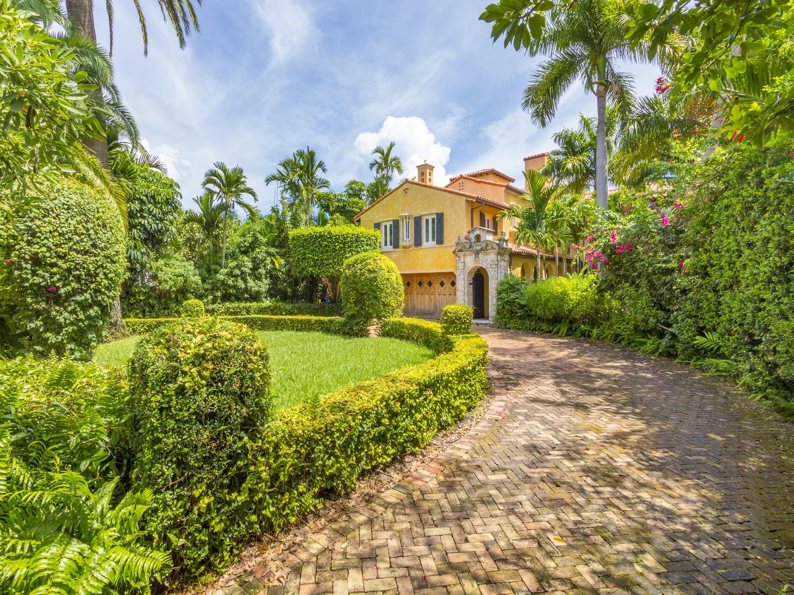 Moradia para Venda às 5941 Pine Tree Dr Miami Beach, Florida, 33140 Estados Unidos