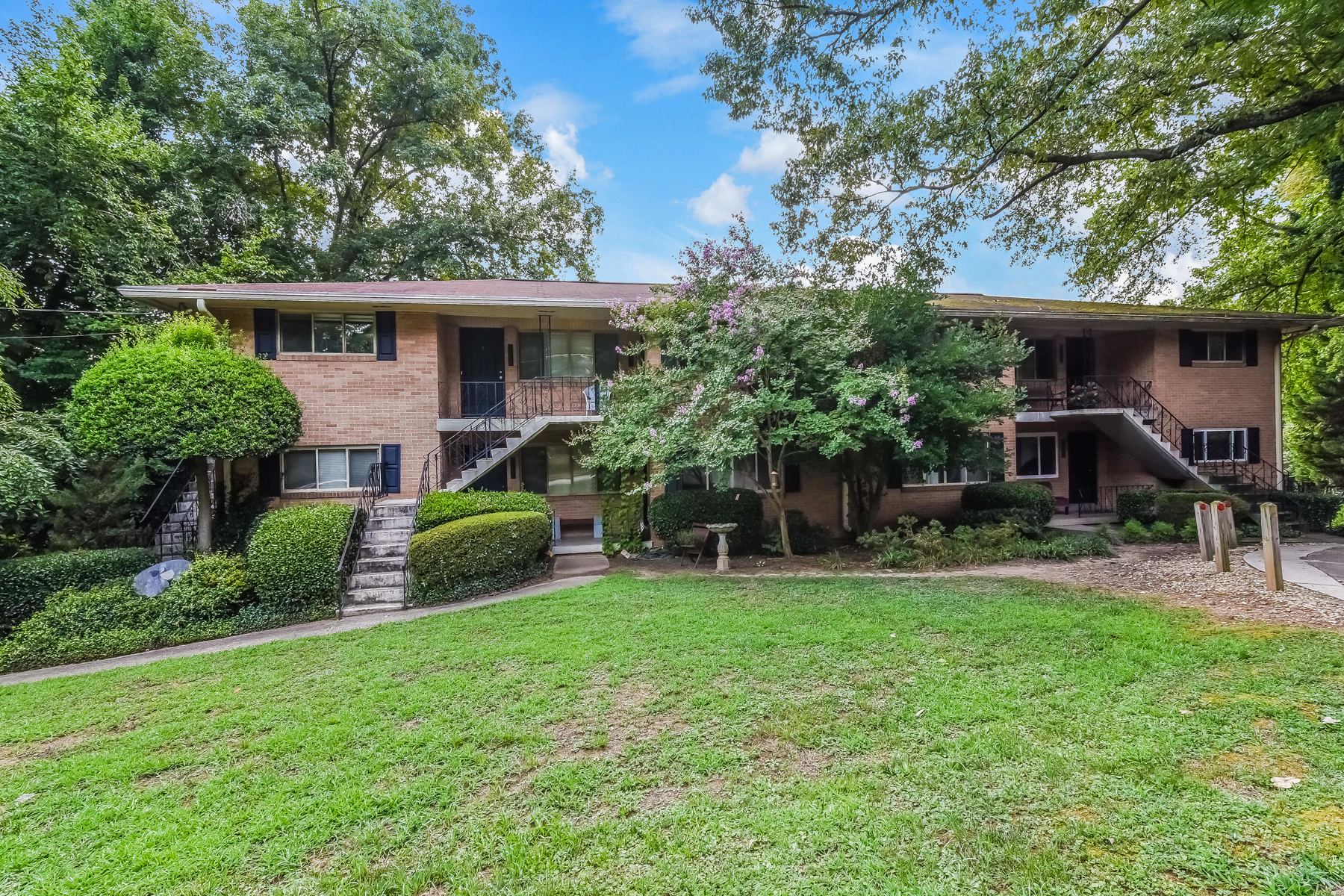 Condominio por un Venta en Renovated Condo 1470 E Rock Springs Road NE Atlanta, Georgia, 30306 Estados Unidos