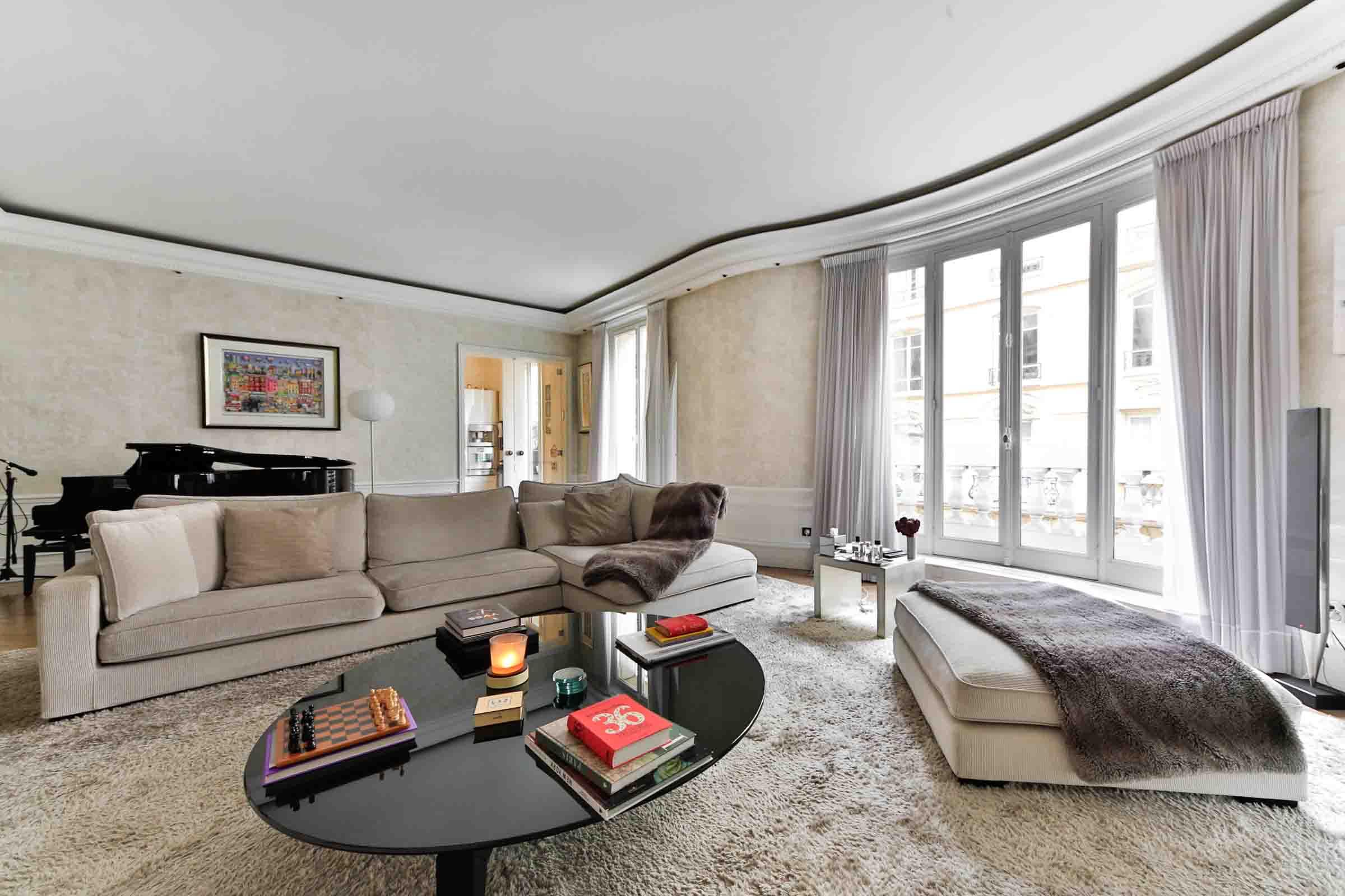 Apartamento por un Venta en Apartment - Monceau Paris, Paris 75017 Francia