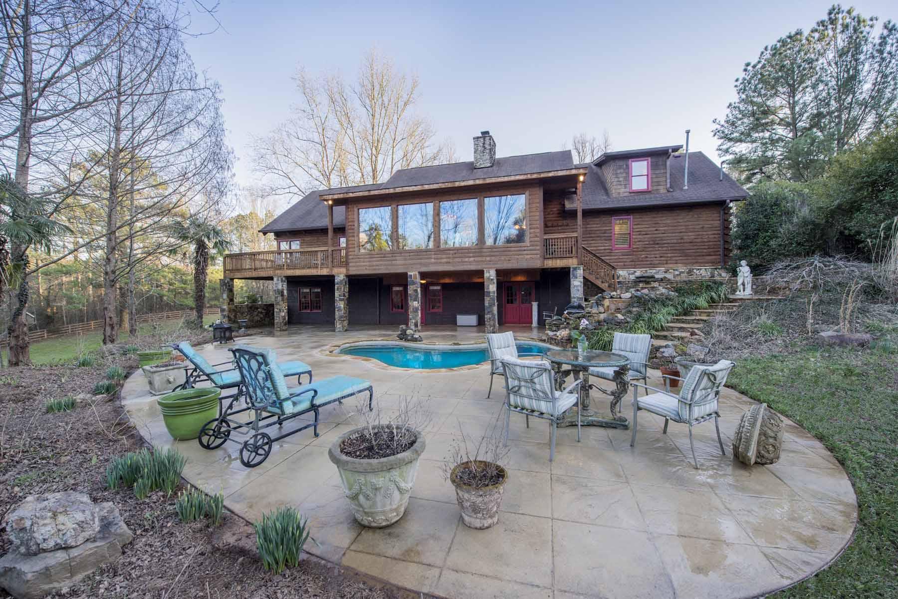 Maison unifamiliale pour l Vente à Gated Executive Retreat 200 Hickory Flat Road Milton, Georgia, 30004 États-Unis