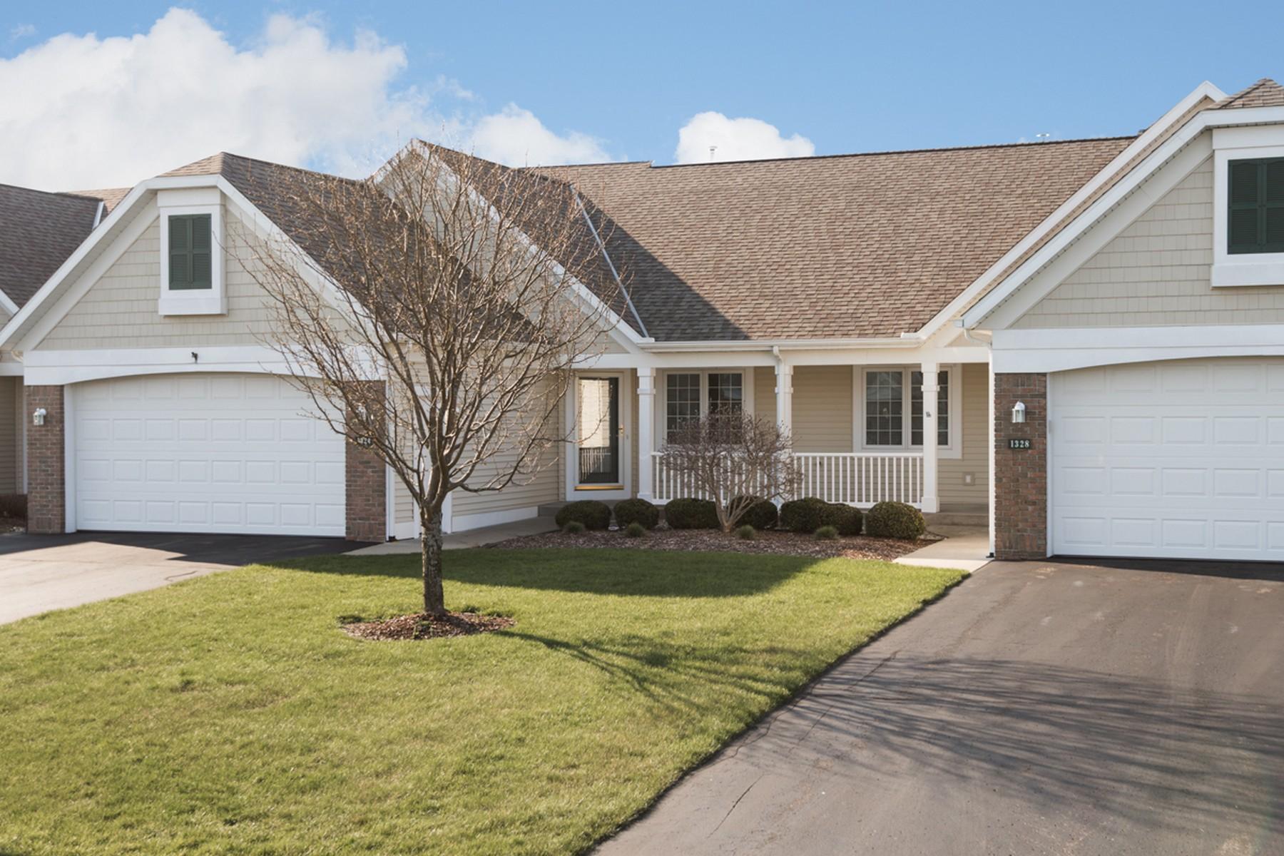 共管式独立产权公寓 为 销售 在 Custom Waterway Pines Condo 1324 Timber Crossing 霍德兰, 密歇根州, 49424 美国