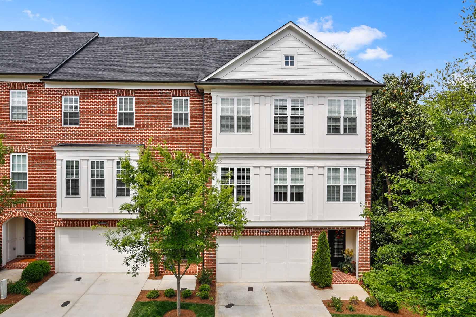 多棟聯建住宅 為 出售 在 End Unit Townhome in Lullwater Park 1231 Lullwater Park Circle Atlanta, 喬治亞州, 30306 美國