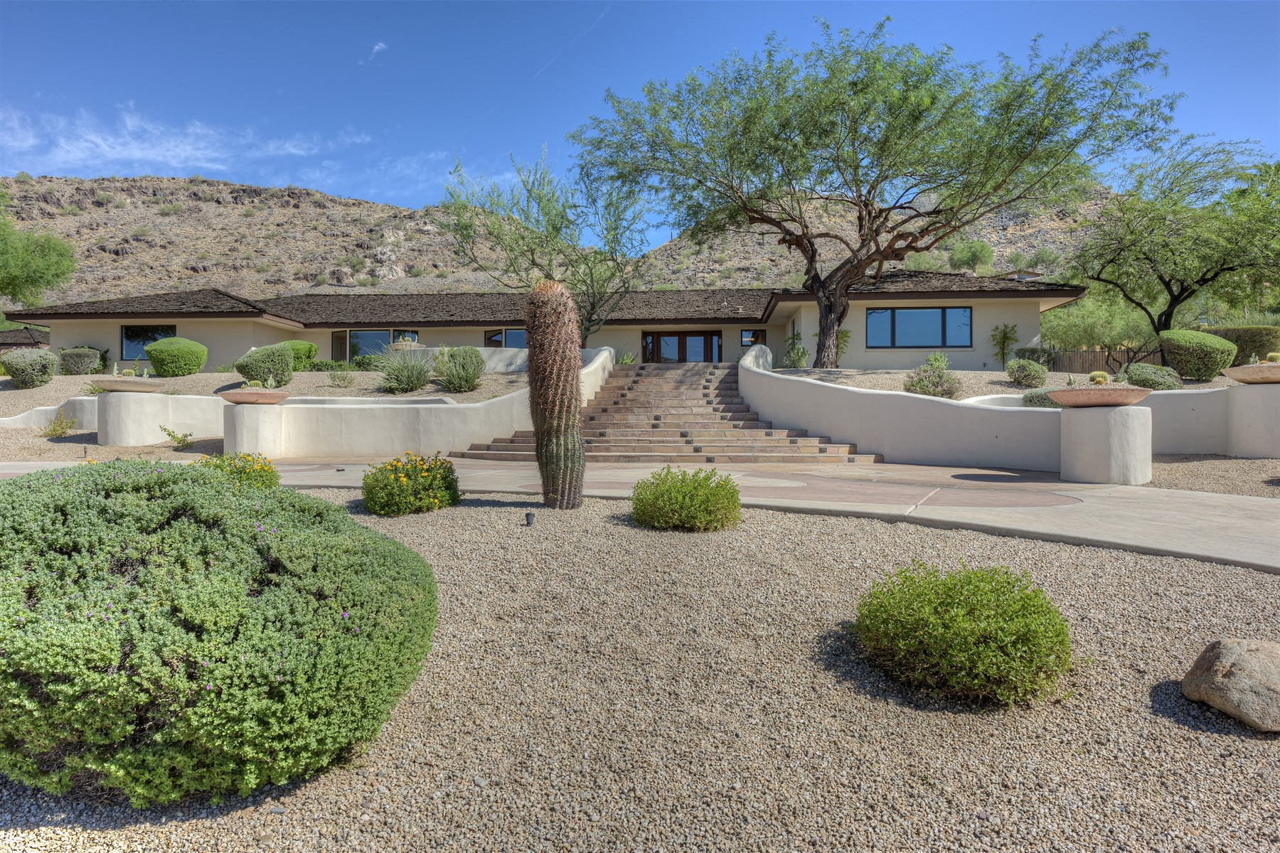 Vivienda unifamiliar por un Venta en Exceptional home located on the south side of Mummy Mountain 6222 E Joshua Tree Ln Paradise Valley, Arizona 85253 Estados Unidos