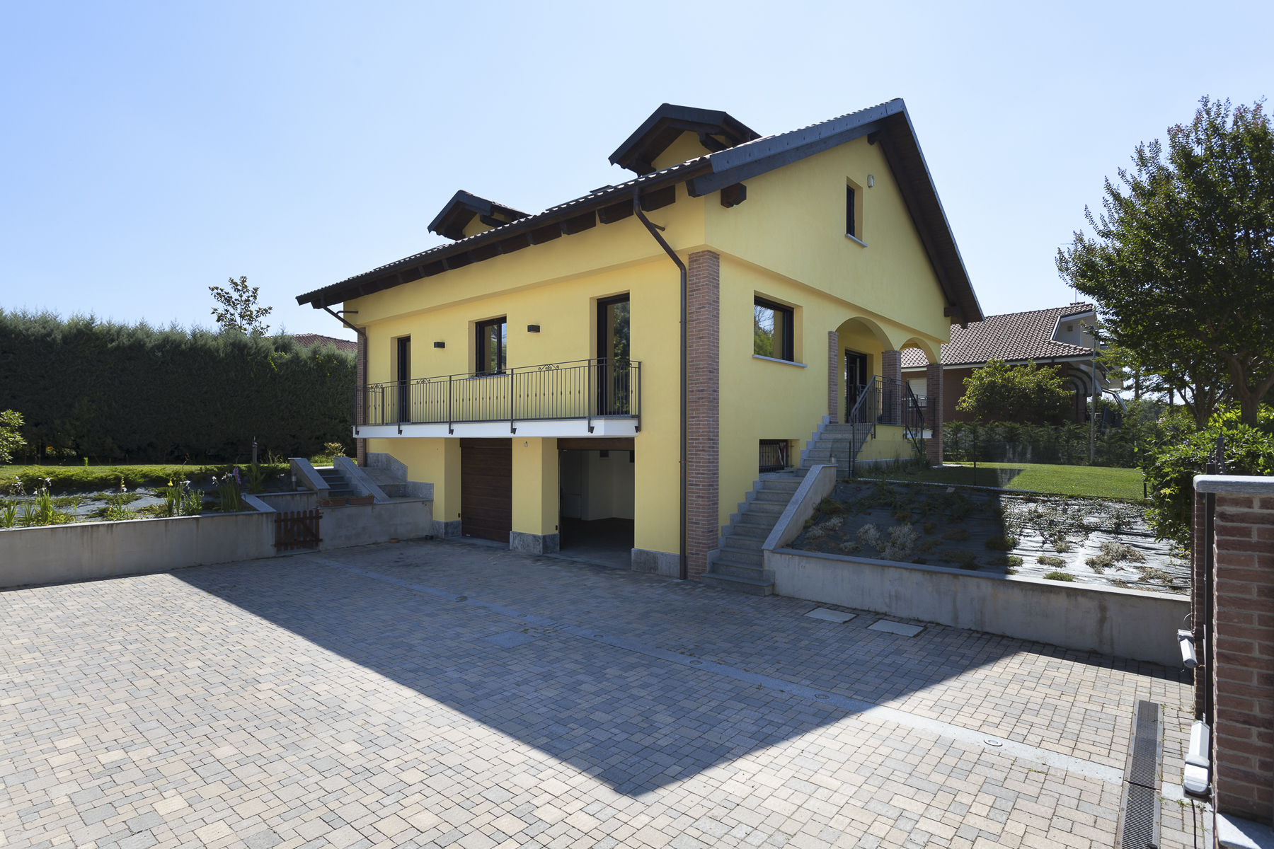 Additional photo for property listing at Exclusive villa entirely refurbished Strada Maiole Moncalieri, Turin 10024 Italien