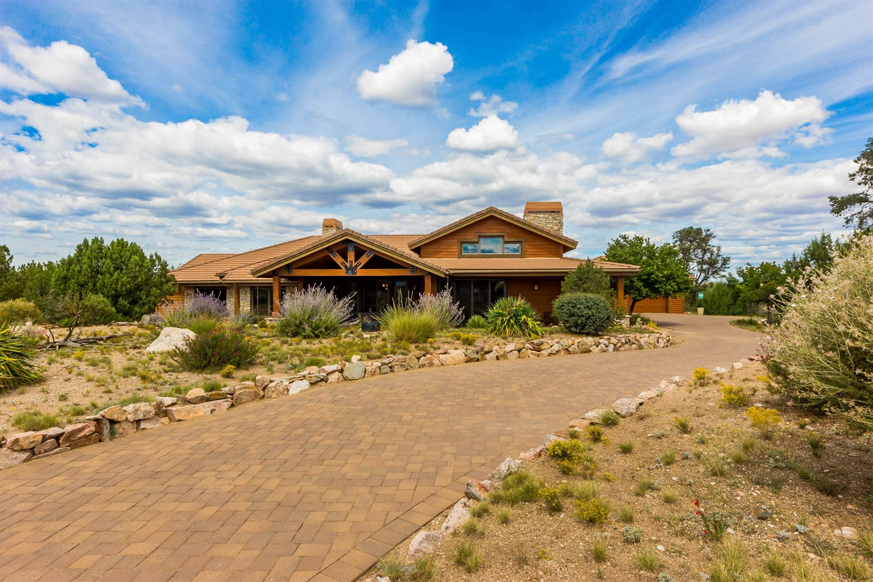 Частный односемейный дом для того Продажа на Gorgeous custom home designed to capture Granite Mountain views 5700 W Three Forks Rd Prescott, Аризона, 86305 Соединенные Штаты