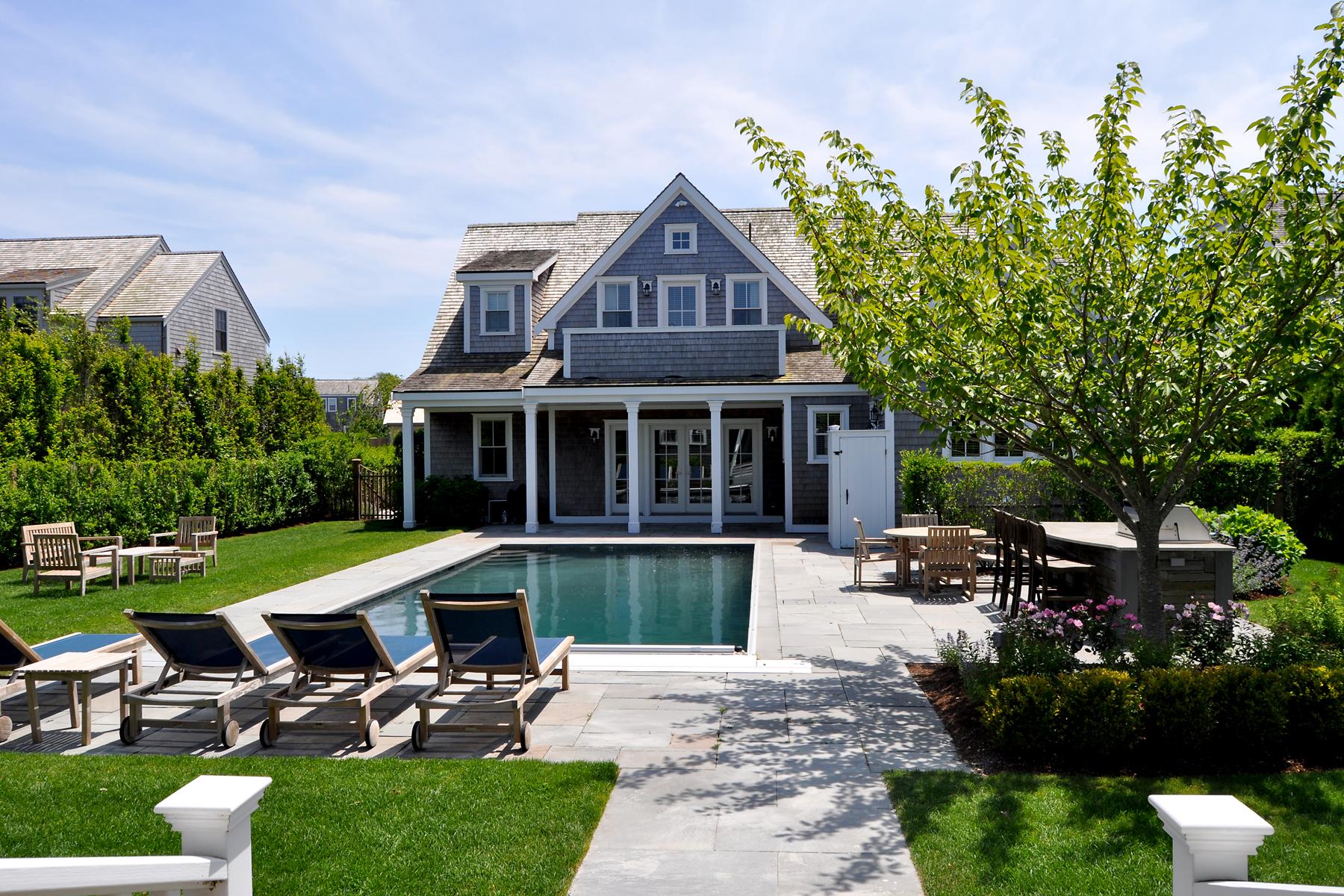 Частный односемейный дом для того Продажа на Town with a Pool 9 Hedgebery Lane Nantucket, Массачусетс 02554 Соединенные Штаты