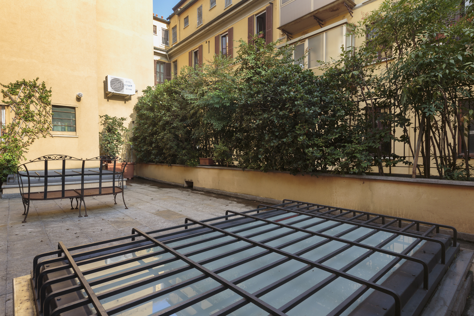 Additional photo for property listing at Charming apartment with terrace Via Ariberto Milano, Milan 20100 Italy