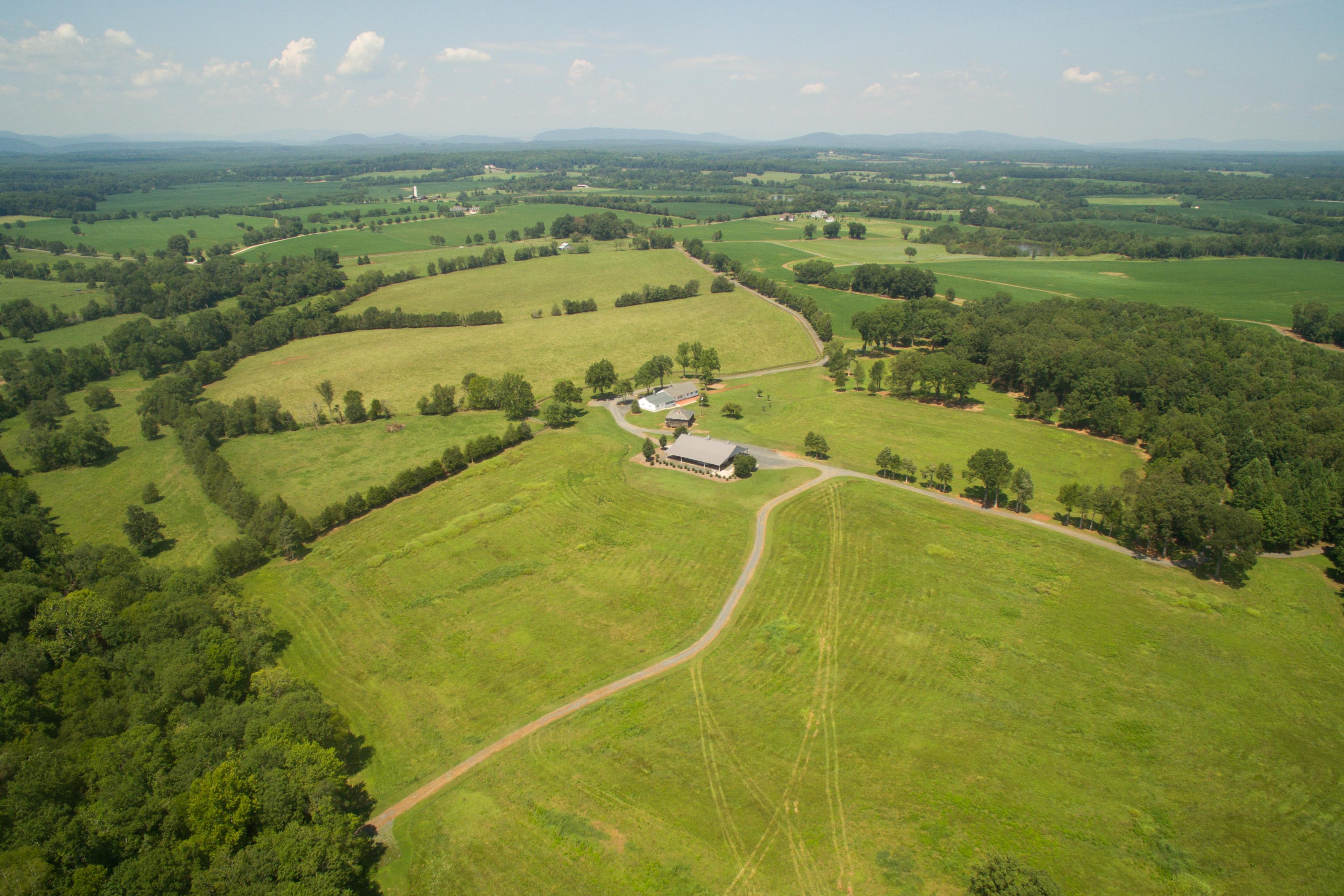 一戸建て のために 売買 アット Rock Castle Creek 8371 Langhorne Rd Scottsville, バージニア, 24590 アメリカ合衆国