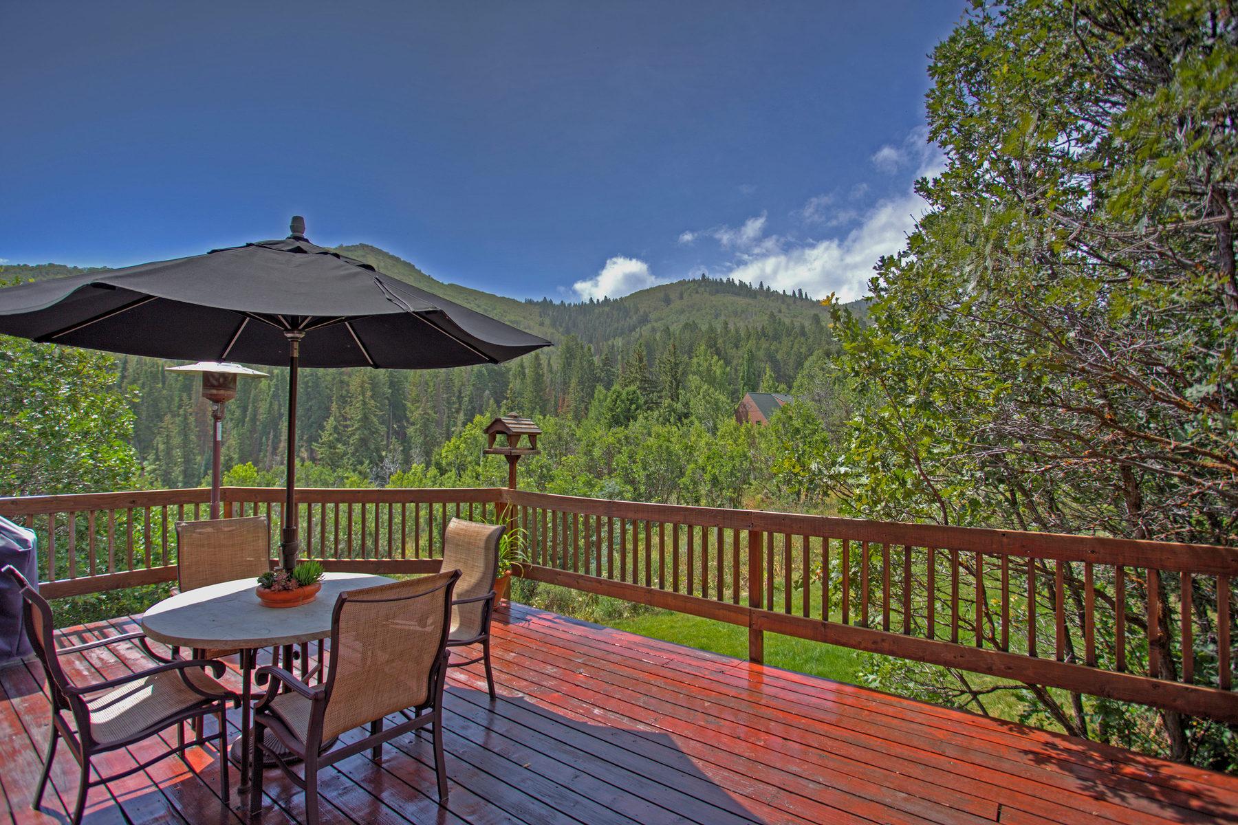 Maison unifamiliale pour l Vente à Loft Style Home In The Trees 7219 N Buckboard Dr Park City, Utah 84098 États-Unis