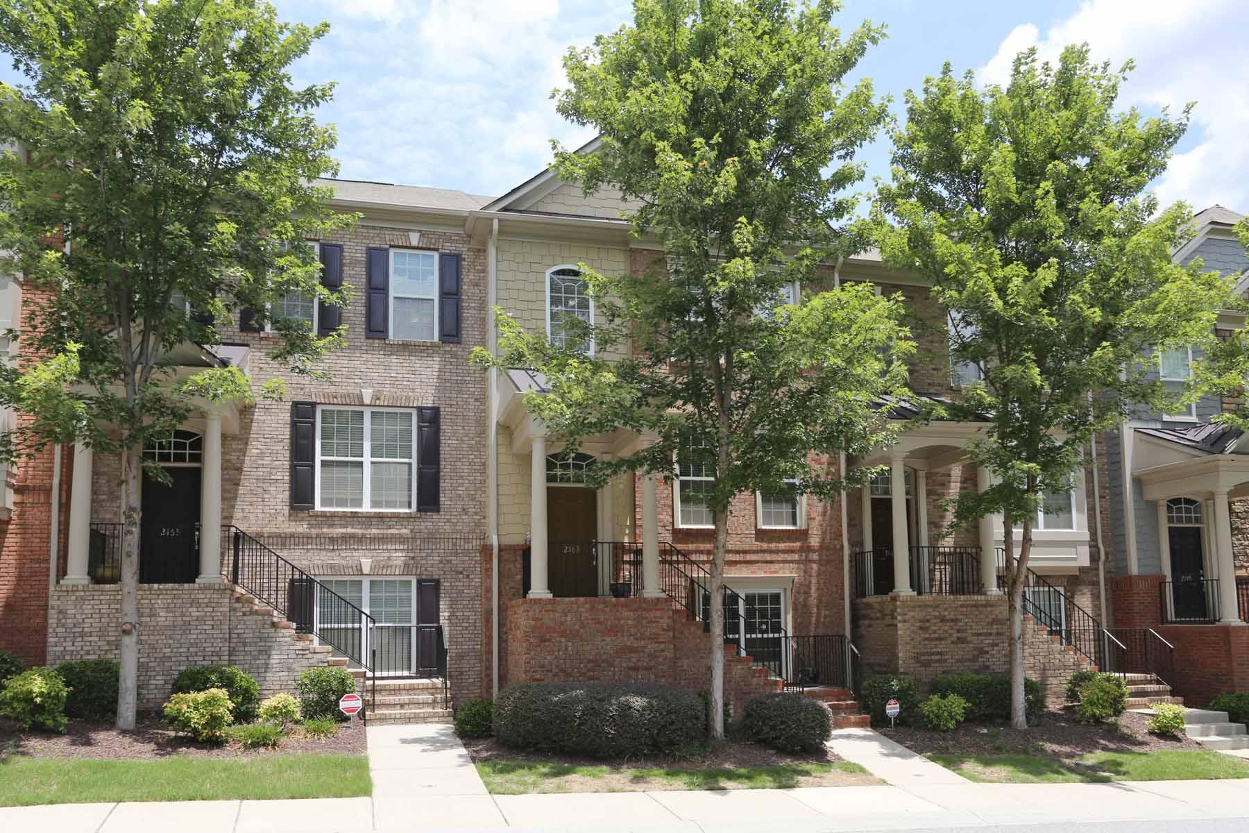 Maison de ville pour l Vente à Gorgeous Townhome in Brookhaven! 2163 Weldonberry Drive NE Atlanta, Georgia, 30319 États-Unis