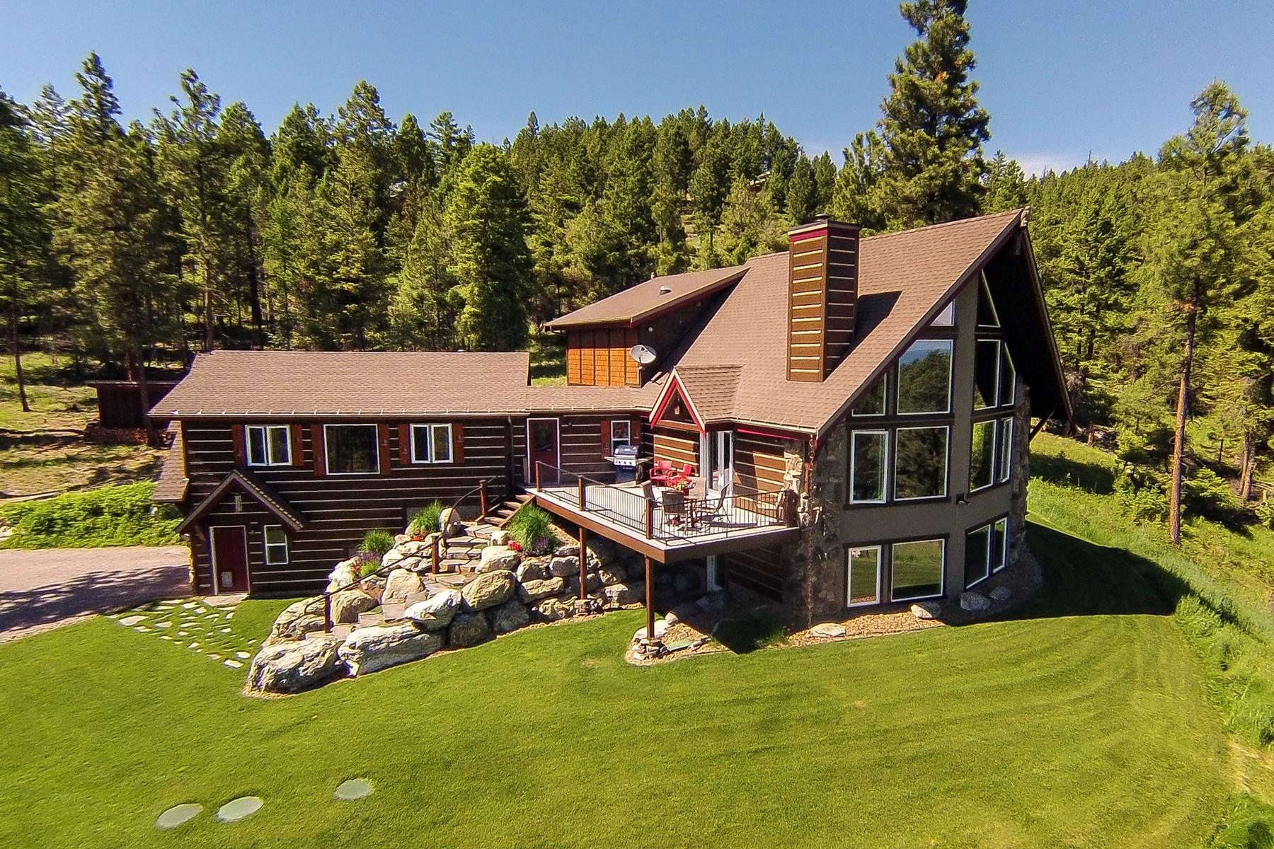 Otras residenciales por un Venta en Mountain Retreat 121 White Bison Trail Somers, Montana 59932 Estados Unidos