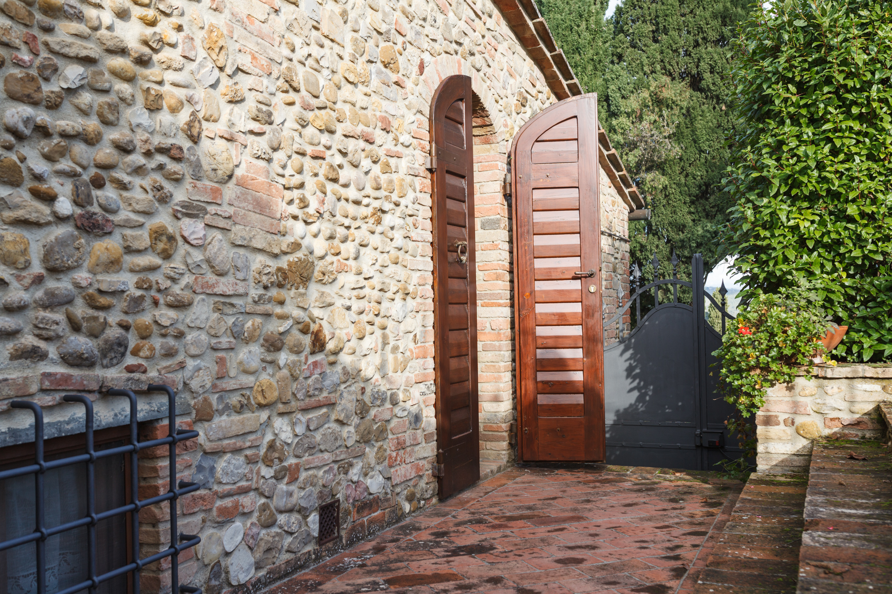 Additional photo for property listing at Stunning ancient furnace in Tuscan countryside Strada di Spicciano Other Florence, Florence 50028 Italia