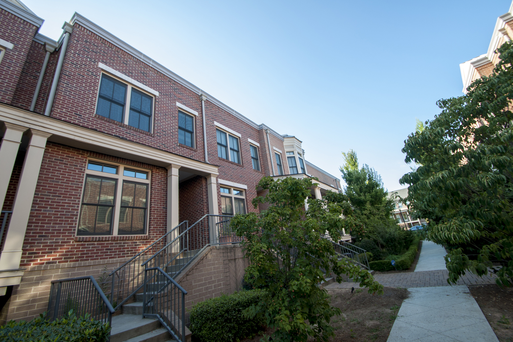 rentals property at Executive Townhome For Lease In Dunwoody