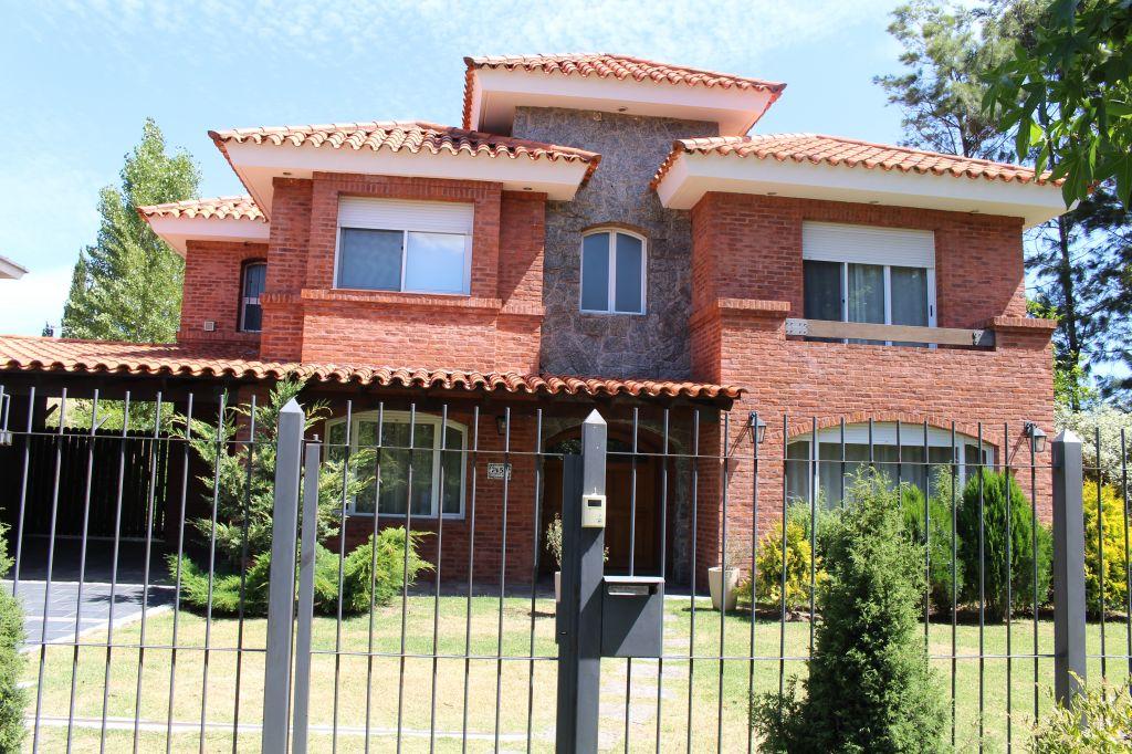 獨棟家庭住宅 為 出售 在 Jardines de Carrasco Other Montevideo, Montevideo, 烏拉圭
