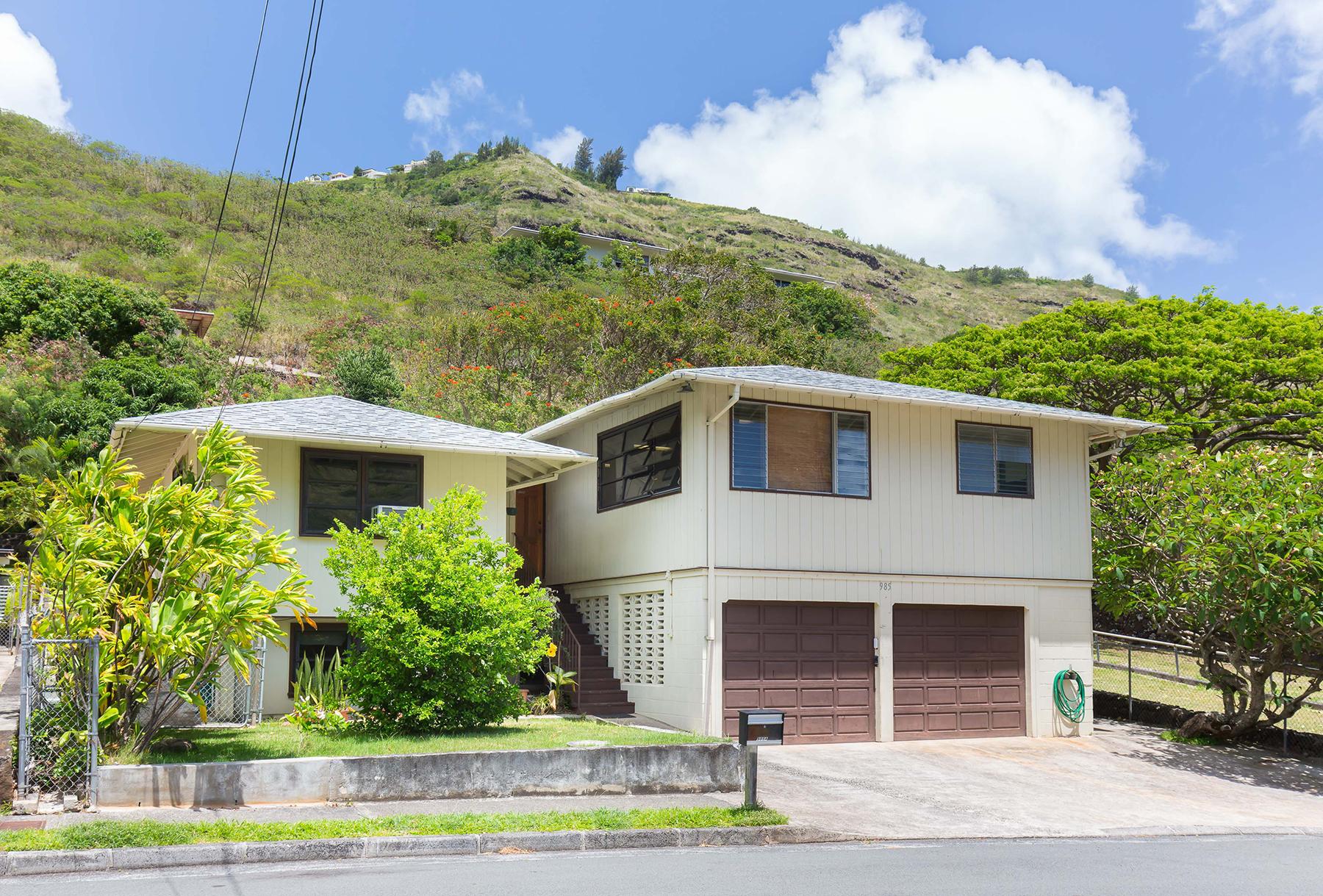 Moradia para Venda às Peaceful location with family unit 985 Hind Iuka Drive Honolulu, Havaí 96821 Estados Unidos