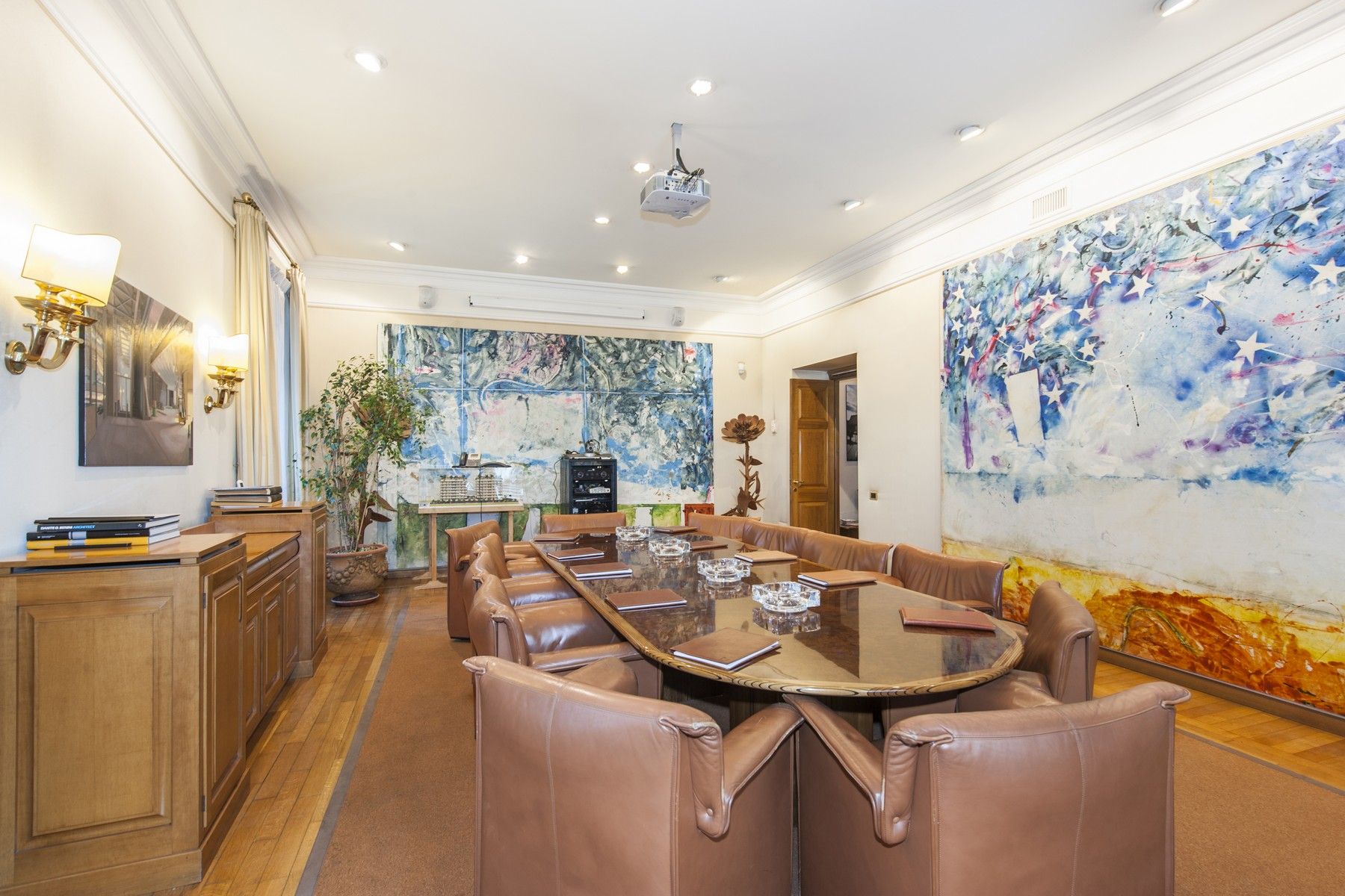 Apartamento por un Venta en Executive Offices in the Parioli neighbourhood of Rome Via Antonio Stoppani Rome, Roma 00197 Italia