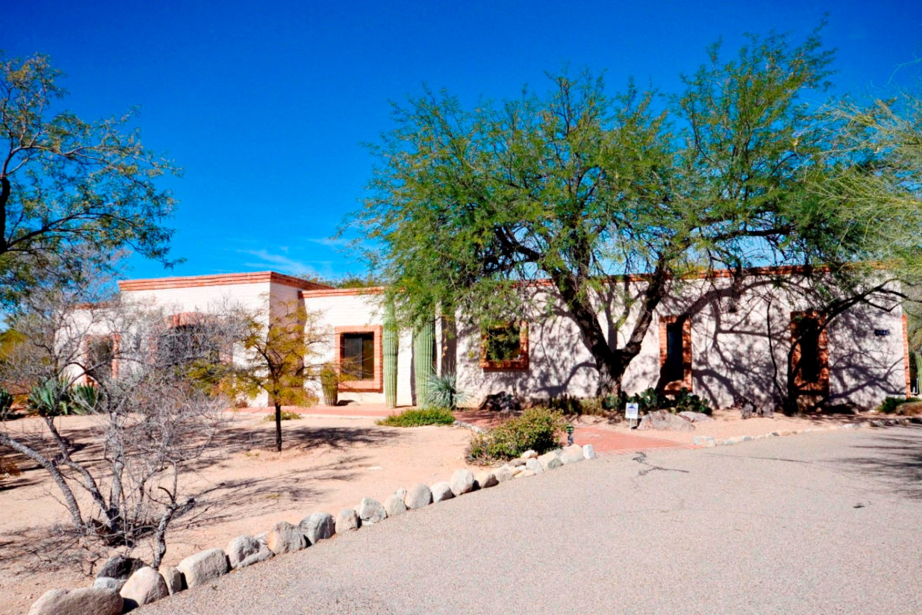 Single Family Home for Sale at Fabulous Views on 1+ Acres in Catalina Foothills 6601 N Avenida De Posada Tucson, Arizona 85718 United States