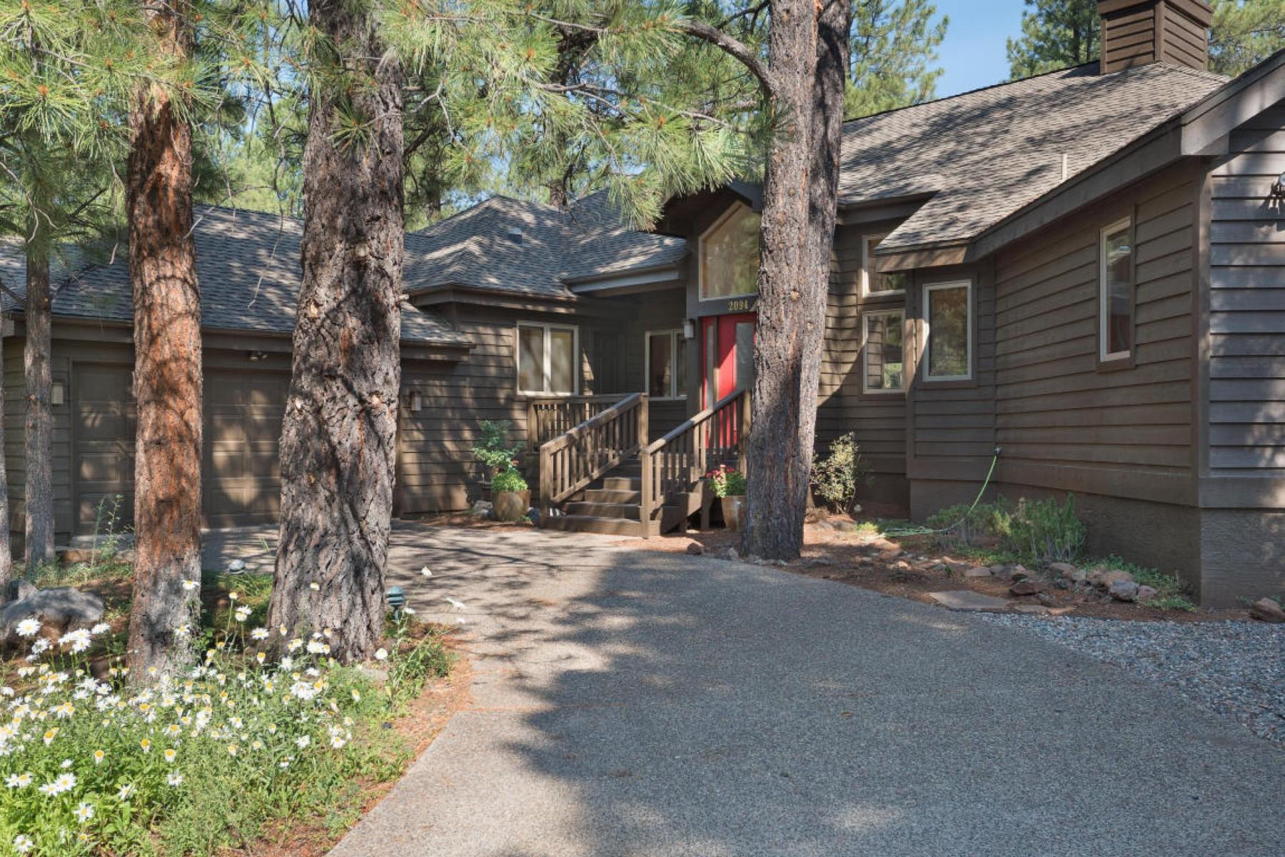 Maison unifamiliale pour l Vente à Lovely home on the golf community of Forest Highlands 2094 PALEO PL E Flagstaff, Arizona 86005 États-Unis