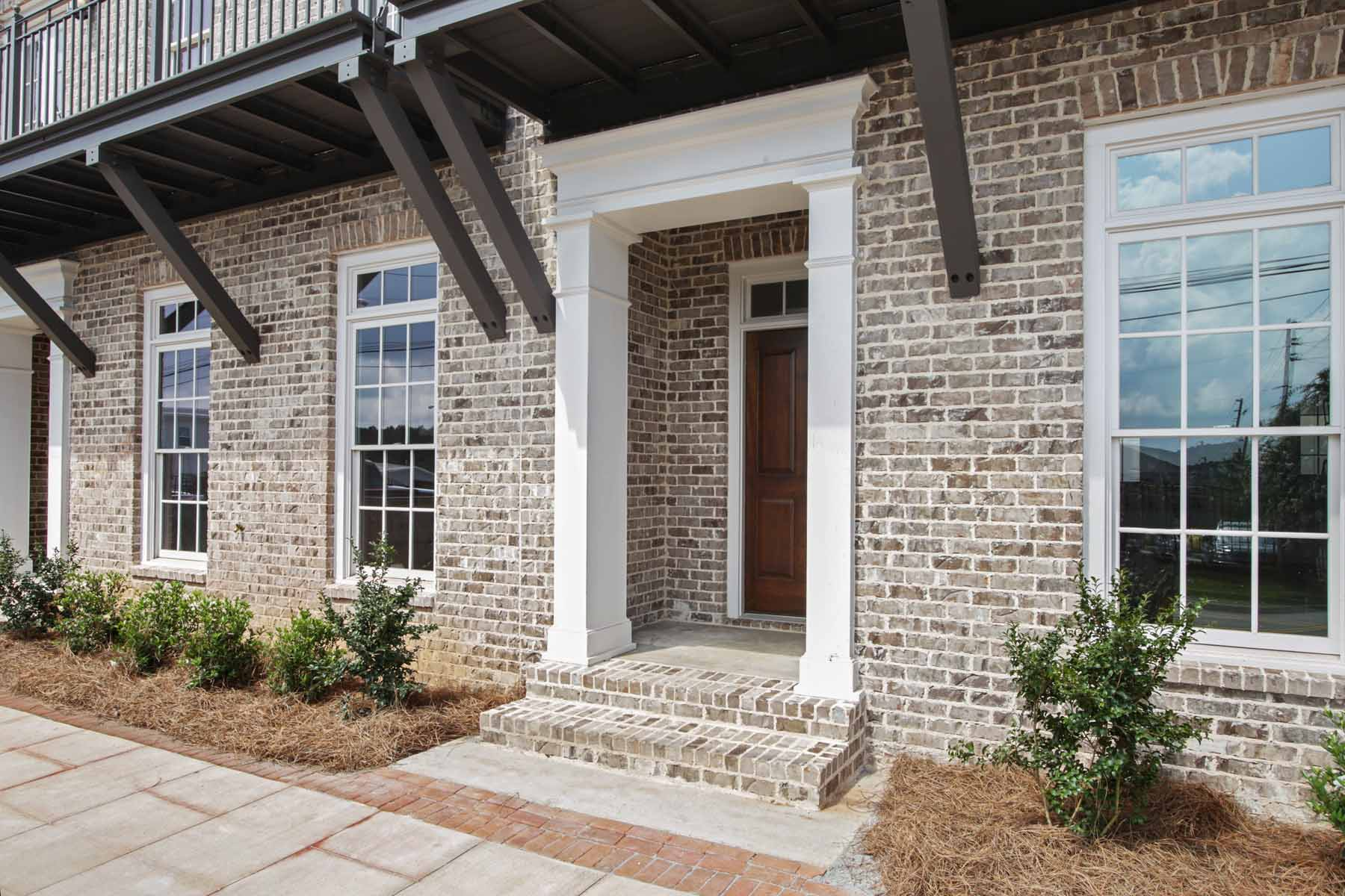 Maison en rangée pour l Vente à Charming townhomes in historic Downtown Newnan! 34 Perry Street Unit A Newnan, Georgia, 30263 États-Unis