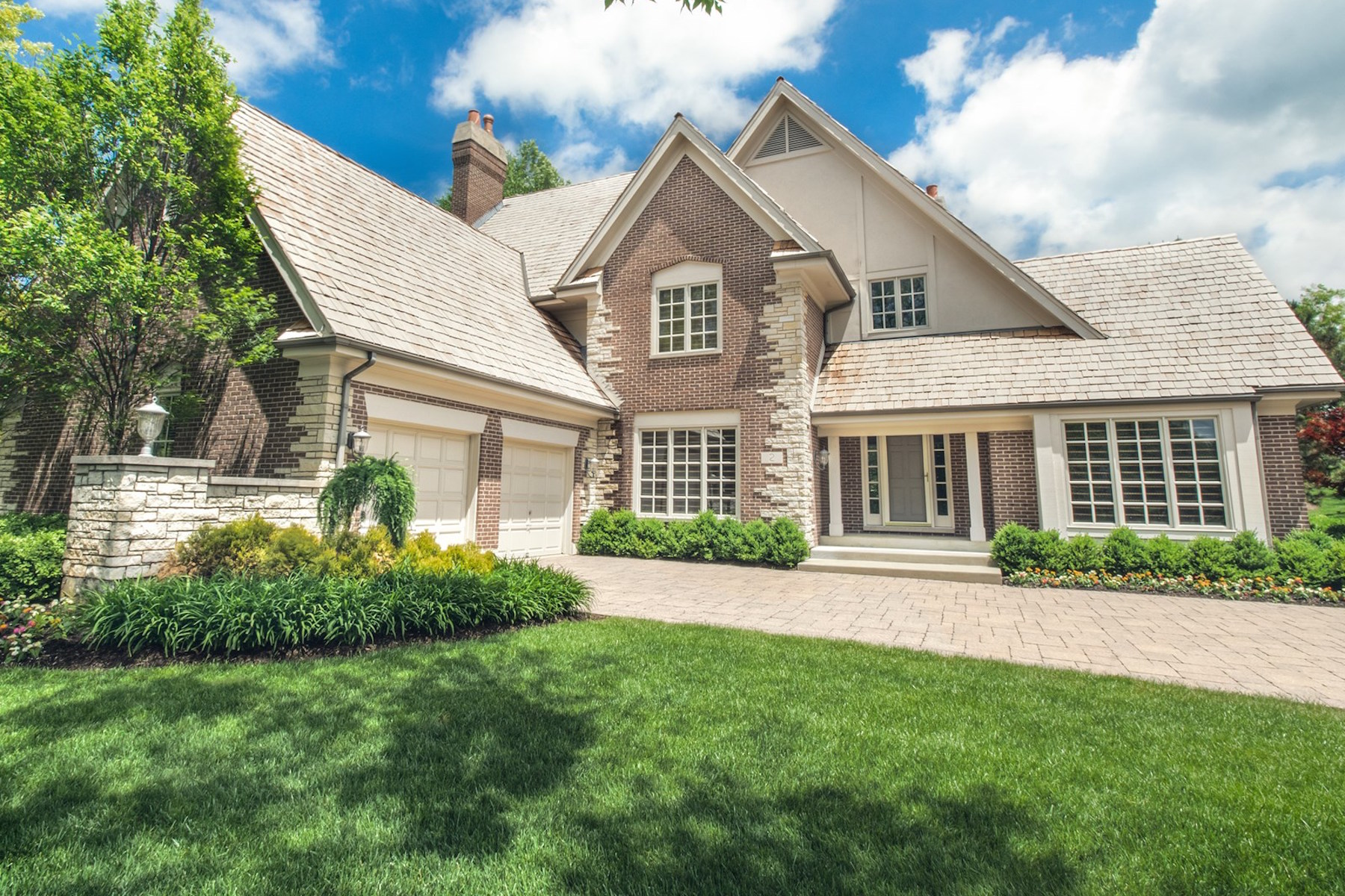 Single Family Home for Sale at Contemporary Downtown Vibes 2 Graystone Court North Barrington, Illinois, 60010 United States
