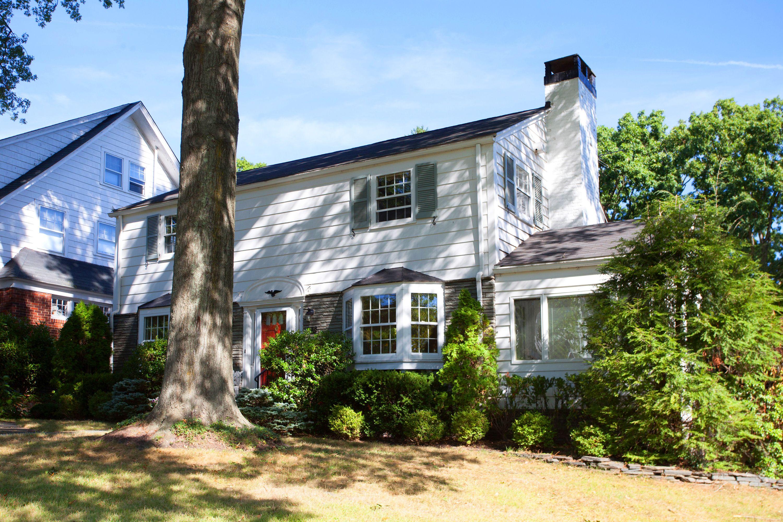 Villa per Vendita alle ore Sun-Dappled Colonial 95 Inwood Avenue Montclair, New Jersey 07043 Stati Uniti