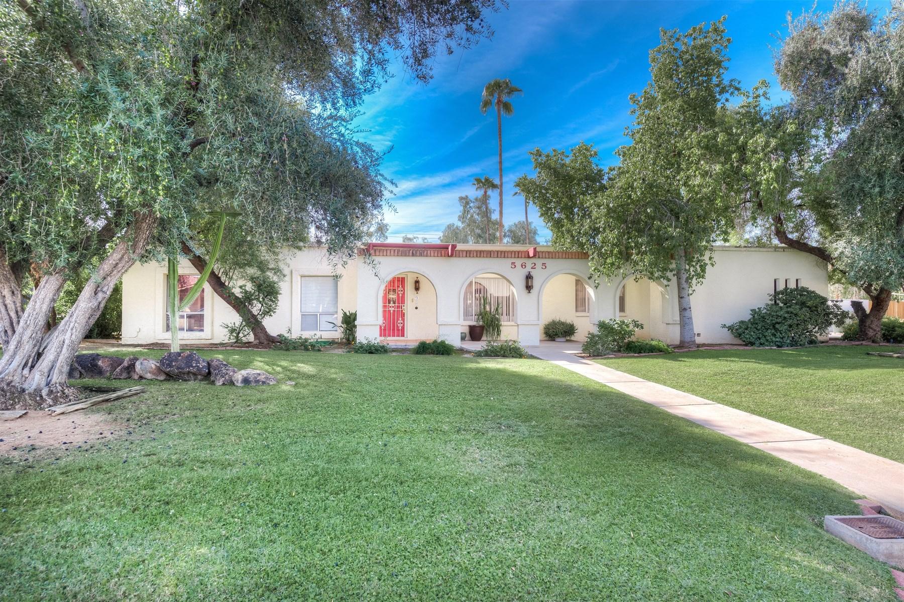 Villa per Vendita alle ore Exceptional value in Century North in the desirable Century North 5625 E Wethersfield Rd Scottsdale, Arizona 85254 Stati Uniti