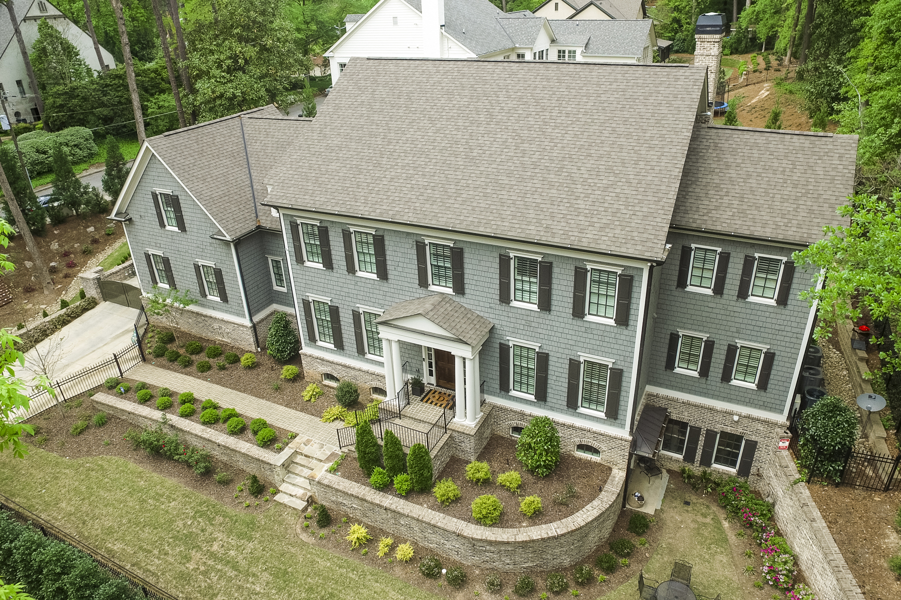 Частный односемейный дом для того Продажа на Quality Recent Construction Home On Large Corner Lot 985 Dawn View Lane NW Buckhead, Atlanta, Джорджия, 30327 Соединенные Штаты