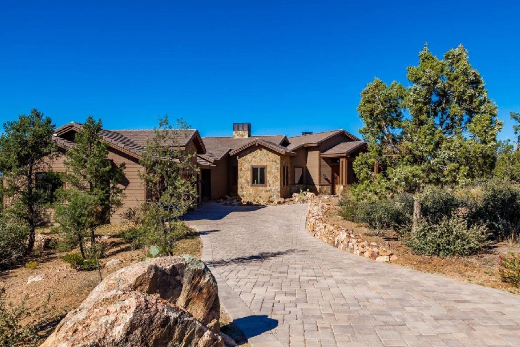 Single Family Home for Sale at Almost new custom home on a 1.42 acre corner lot 12680 W Cooper Morgan Trl Prescott, Arizona, 86305 United States