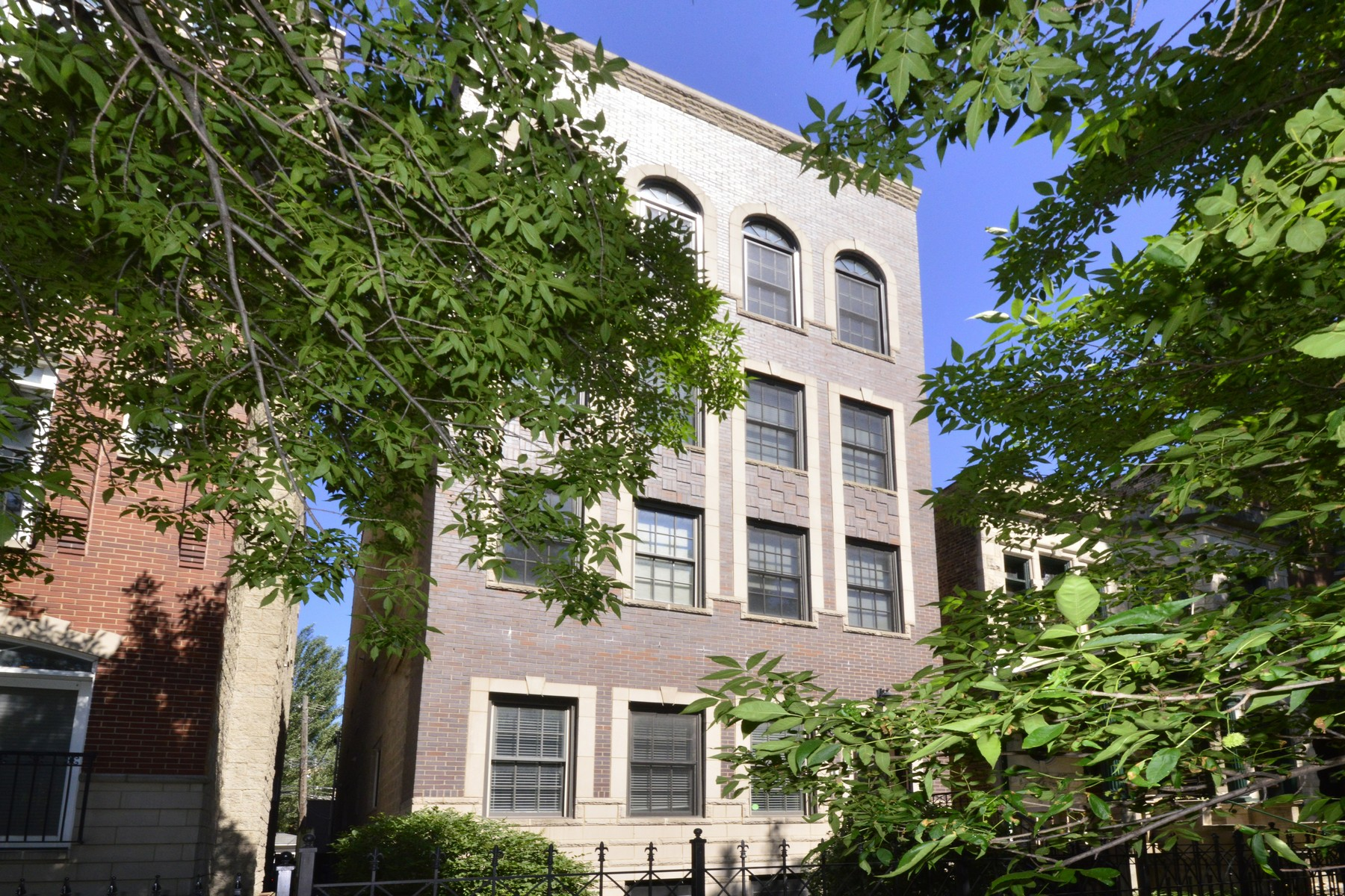 共管物業 為 出售 在 Meticulous Lakeview Home 3629 N Wilton Avenue Unit 3 Lakeview, Chicago, 伊利諾斯州, 60613 美國