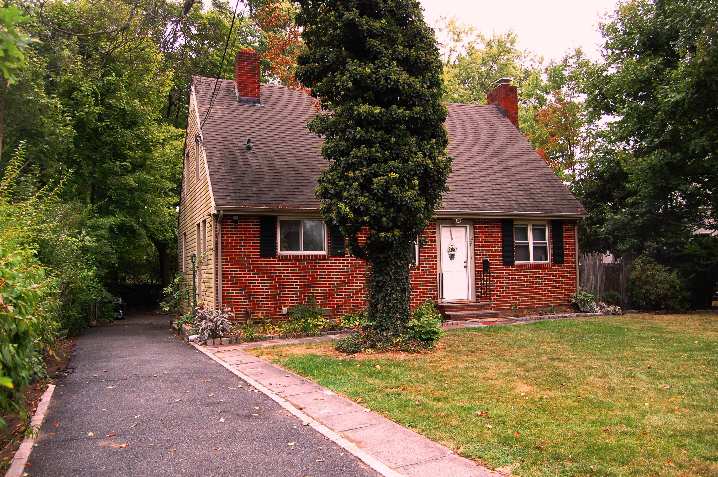 Maison unifamiliale pour l Vente à Montclair Colonial 435 Grove Street Montclair, New Jersey 07043 États-Unis