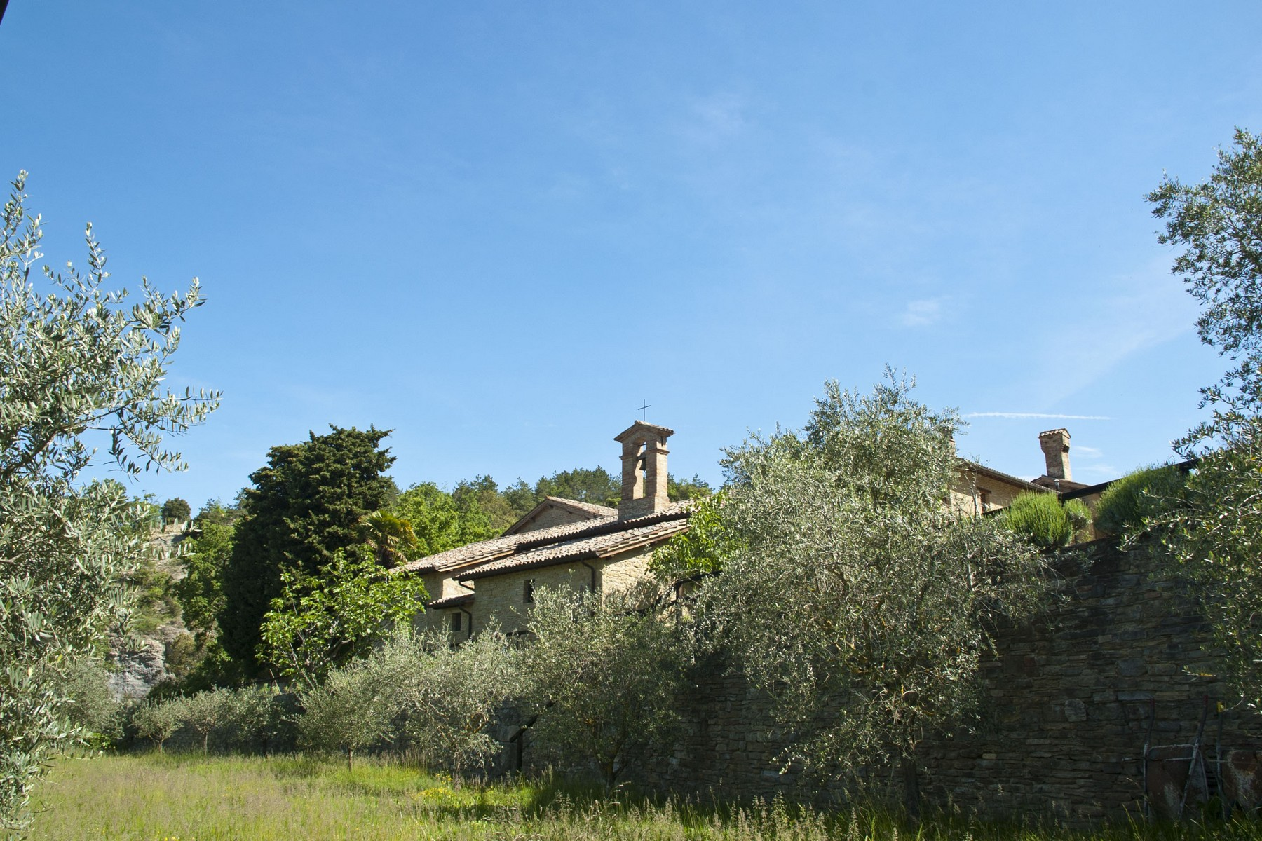 Additional photo for property listing at Ancient monastery near Perugia Vocabolo Fontecchio Citta Di Castello, Perugia 06012 Italien