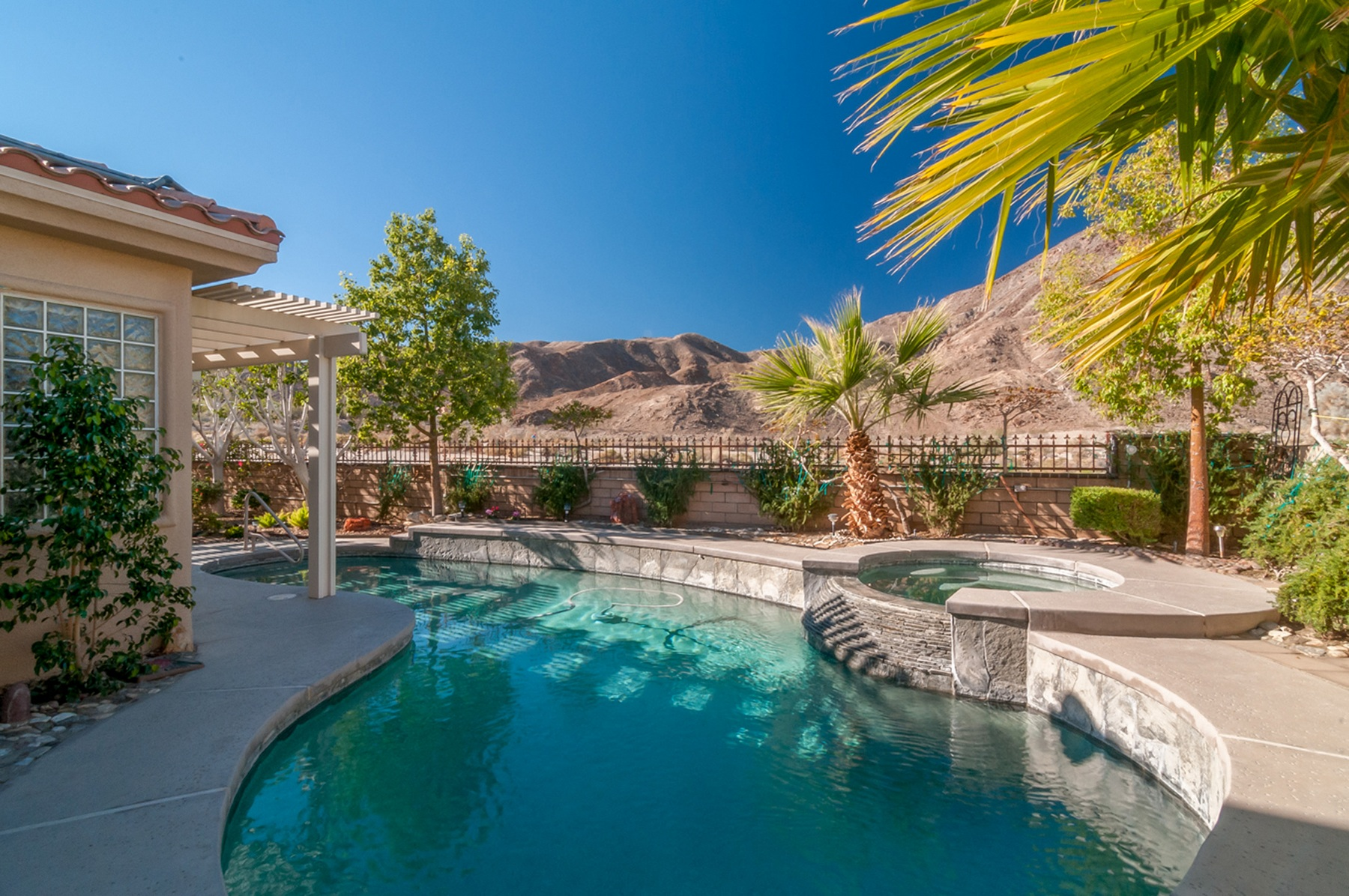 Einfamilienhaus für Verkauf beim 45631 Edgehill Drive Palm Desert, Kalifornien, 92260 Vereinigte Staaten