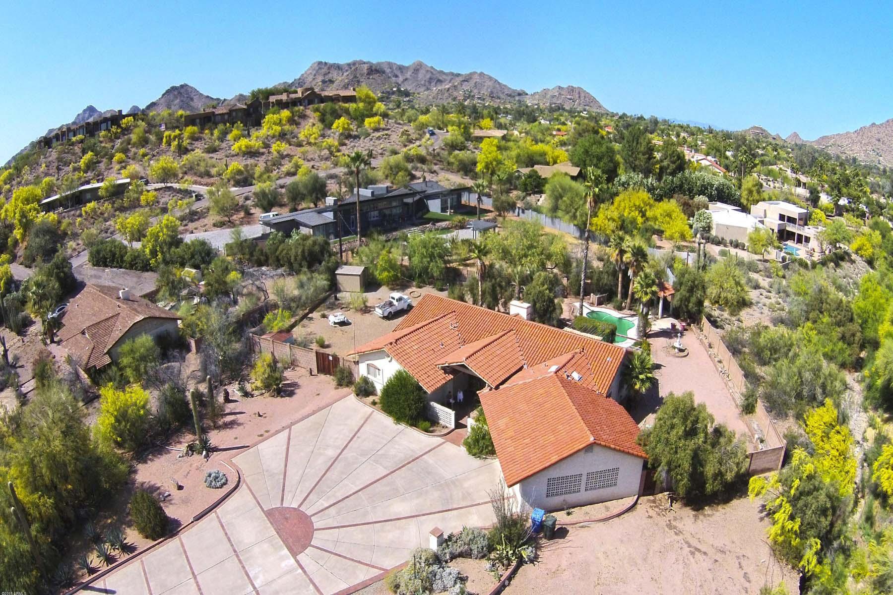 Maison unifamiliale pour l Vente à Lovely Home Located in Camelhead Vista. 4554 E MCDONALD DR Paradise Valley, Arizona 85253 États-Unis