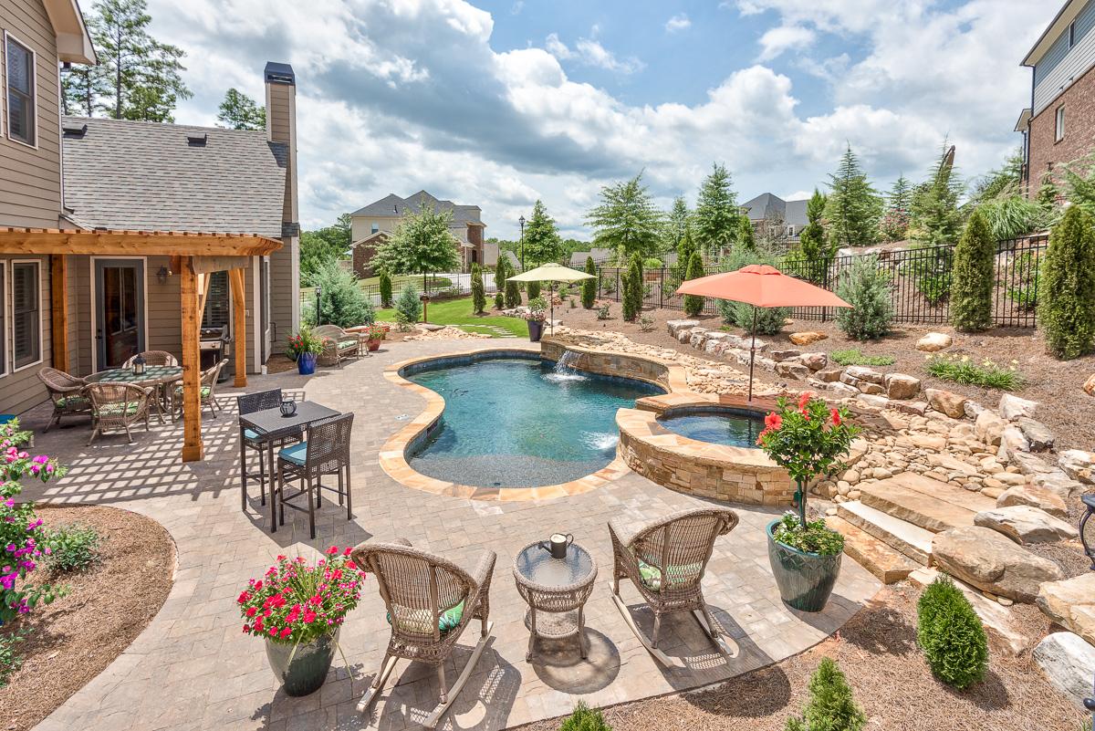 Casa para uma família para Venda às Poolside Oasis Awaits You! 202 Big Rock Way Woodstock, Geórgia 30188 Estados Unidos