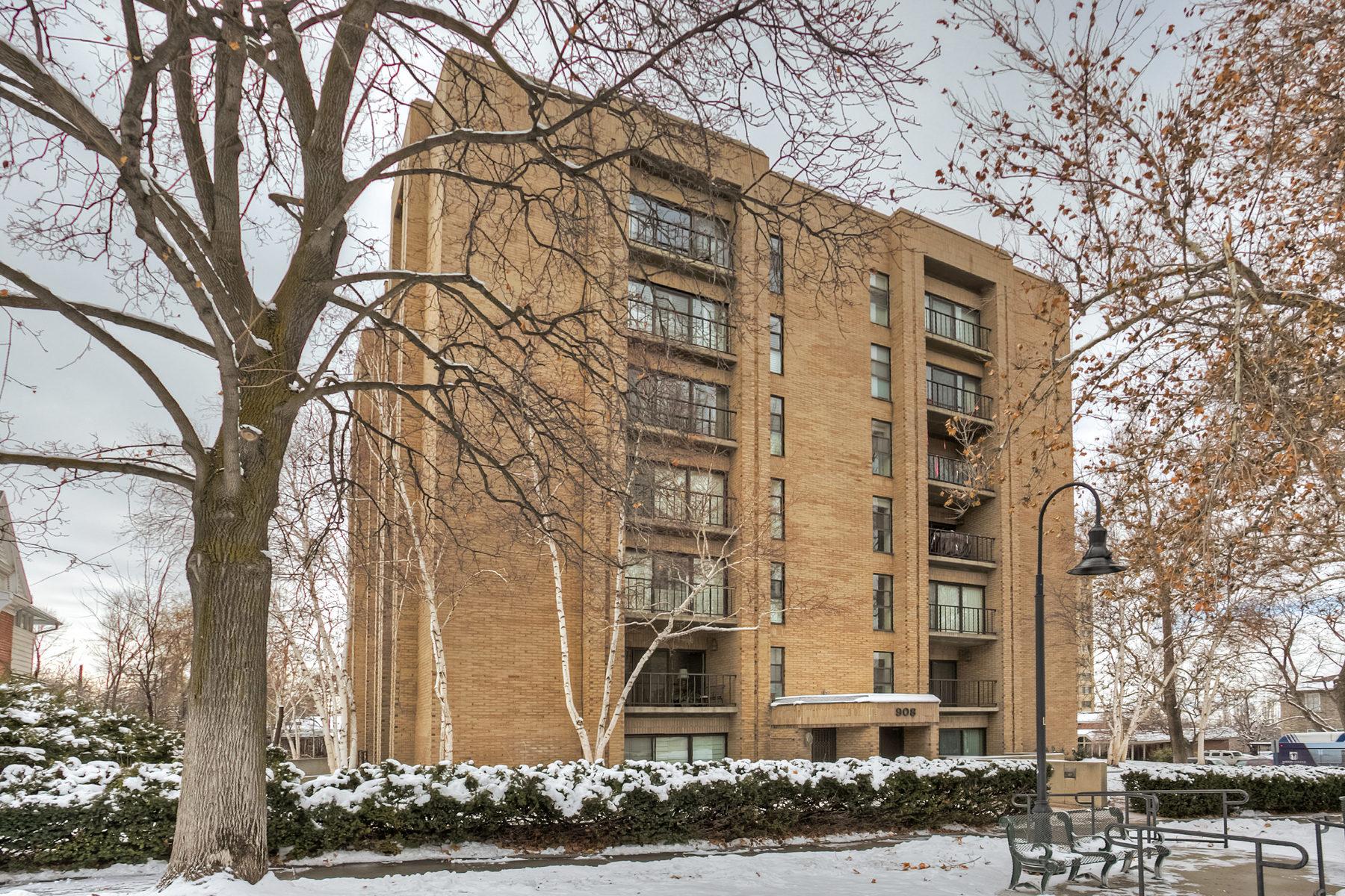 Nhà chung cư vì Bán tại Mint Condition South Temple Gem 908 E South Temple #3W Salt Lake City, Utah 84102 Hoa Kỳ
