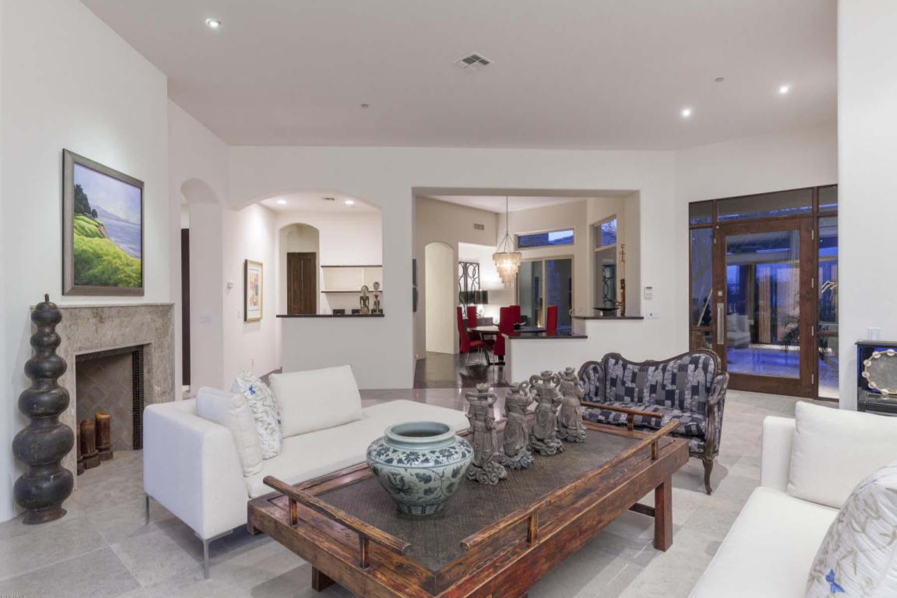 Maison unifamiliale pour l Vente à A must see custom soft contemporary residence. 9511 E CHINO DR Scottsdale, Arizona 85255 États-Unis