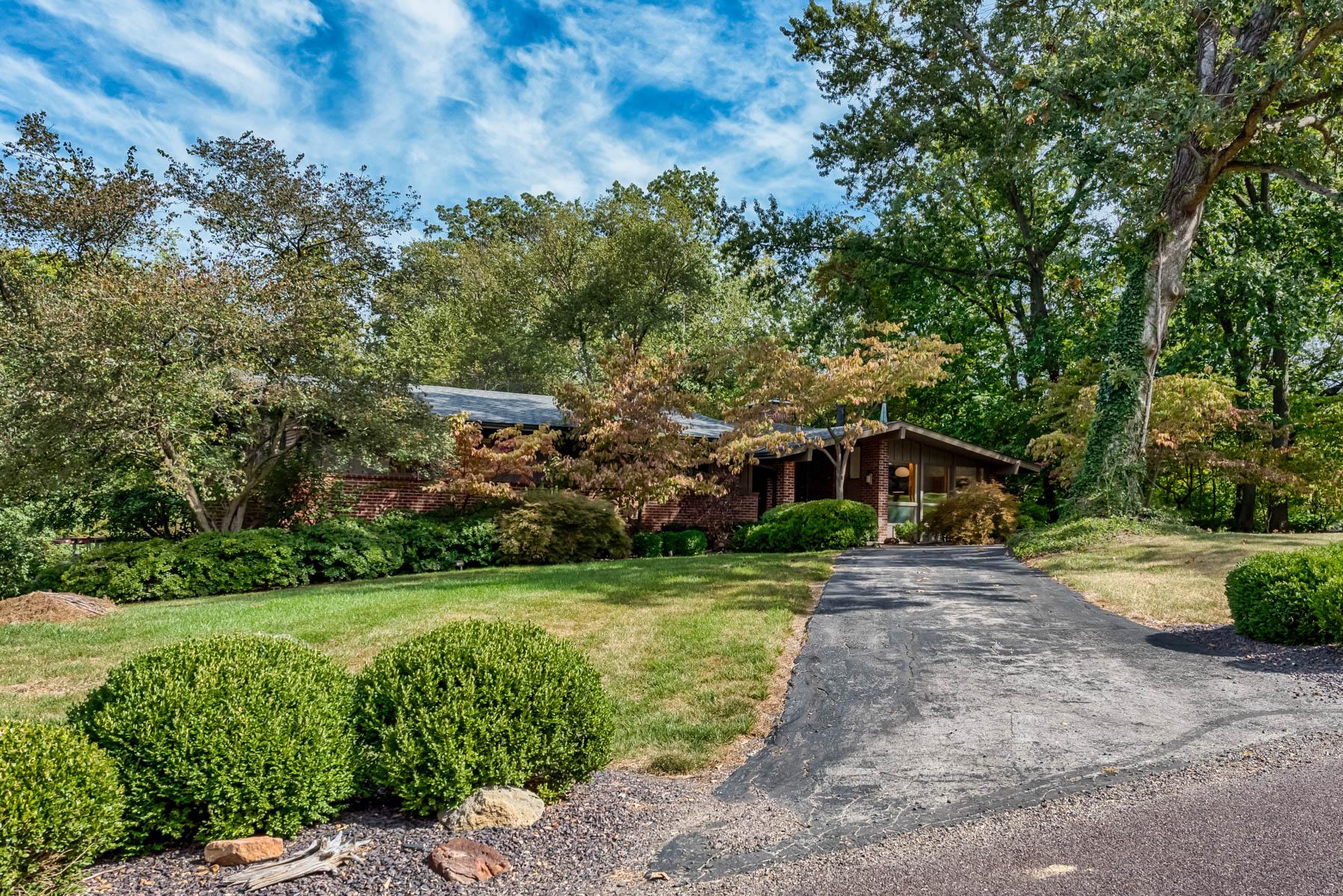 Villa per Vendita alle ore Copper Hill Road 9897 Copper Hill Road Ladue, Missouri 63124 Stati Uniti