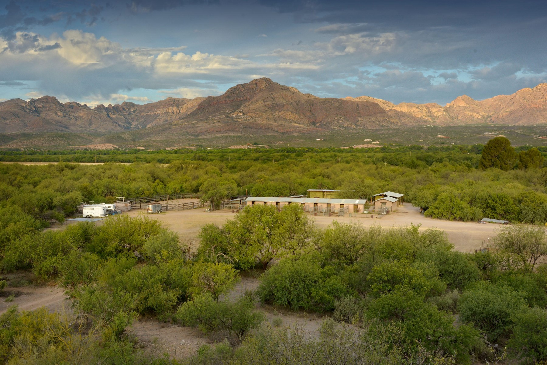 Casa Unifamiliar por un Venta en Classic South Arizona Ranch situated on 91.7 acres near Tubac 87 CLARK CROSSING Road Tubac, Arizona 85646 Estados Unidos