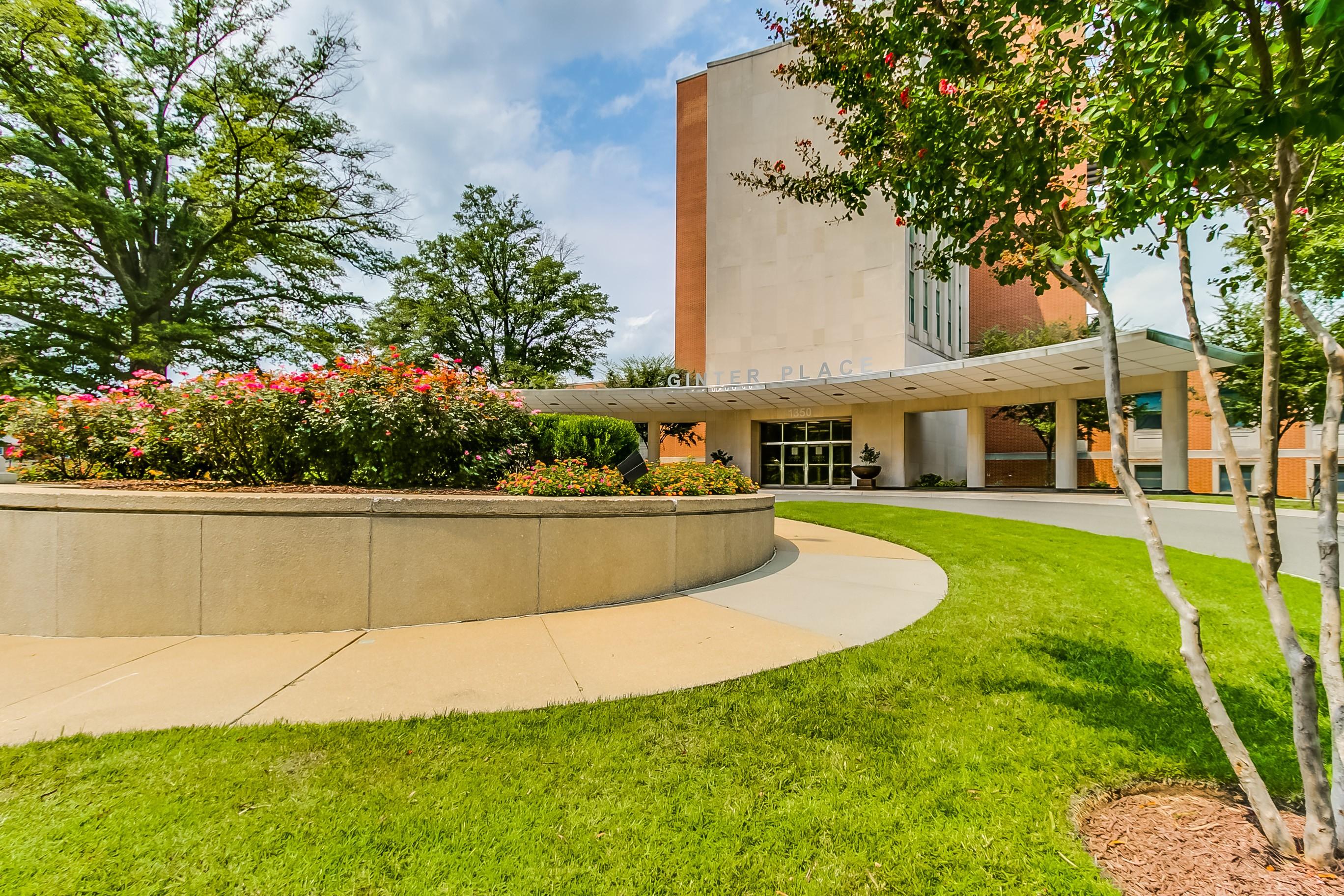 共管式独立产权公寓 为 销售 在 1350 Westwood Avenue, Unit #103 1350 Westwood Avenue Unit #103 Bellevue, Richmond, 弗吉尼亚州 23227 美国
