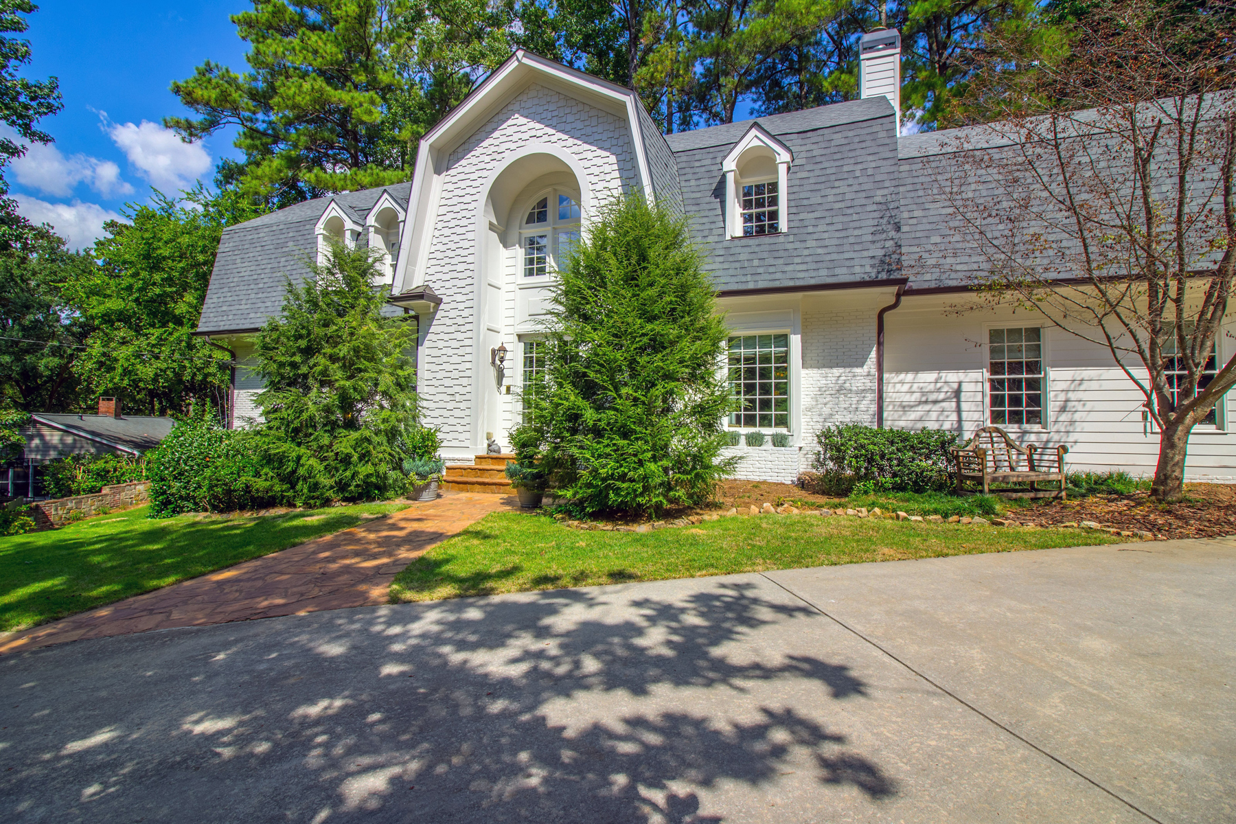 Частный односемейный дом для того Продажа на Large Open Concept Home In One Of Buckhead's Best Neighborhoods 3115 E Wood Valley Road NW Atlanta, Джорджия 30327 Соединенные Штаты