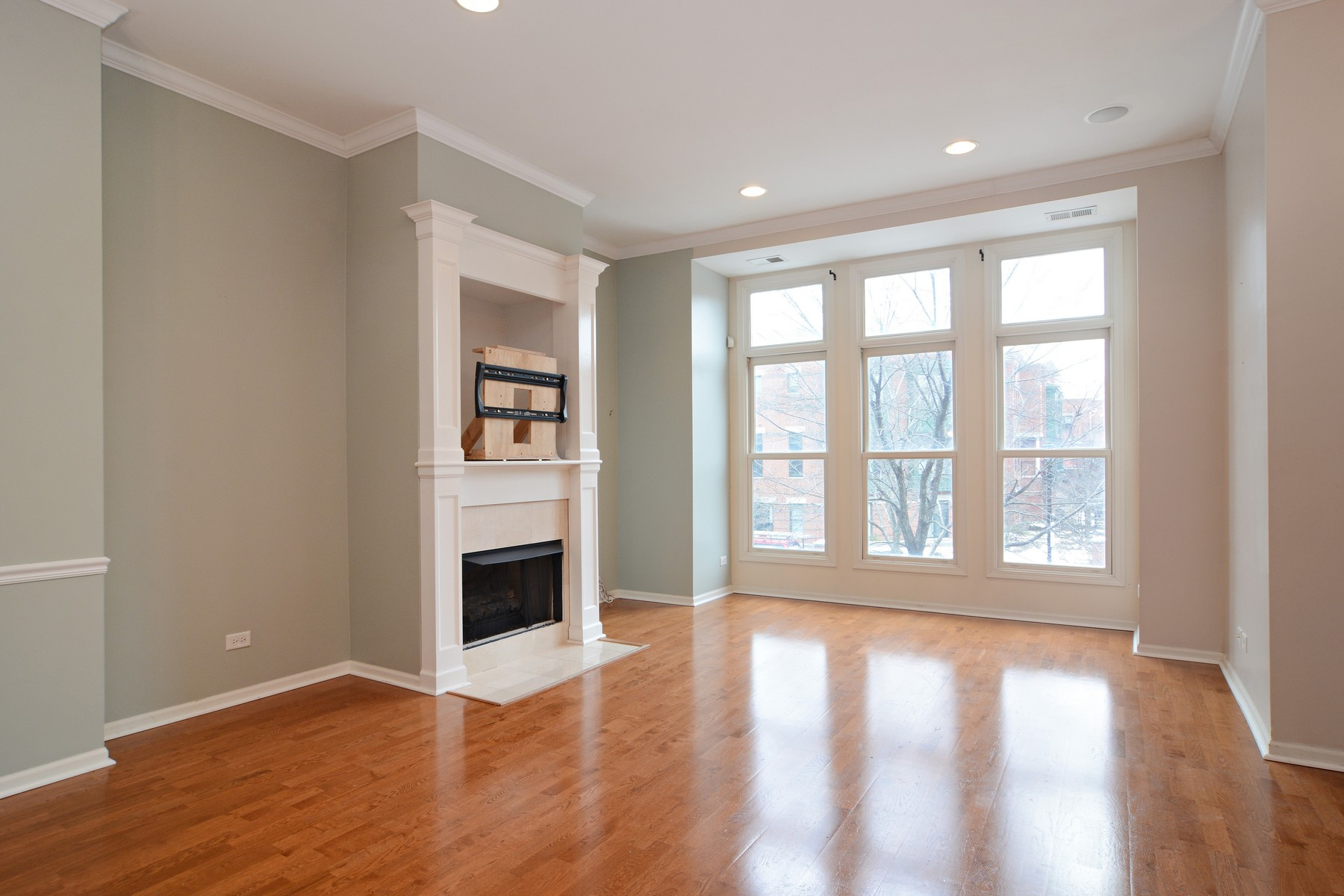 Additional photo for property listing at Fabulous Townhouse In Downtown Palatine 139 N Rose Street Unit 0 Palatine, Illinois 60067 United States