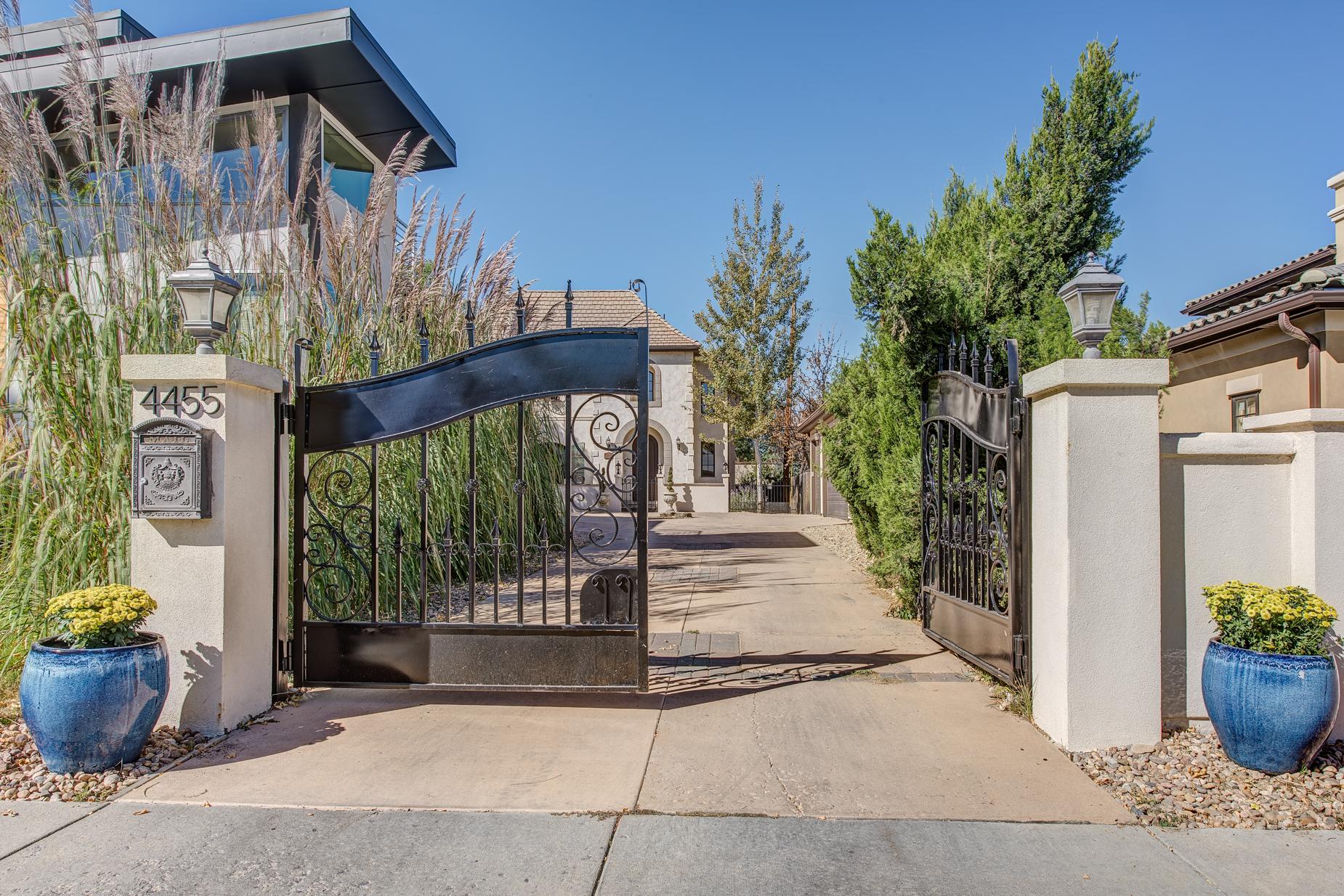 Частный односемейный дом для того Продажа на Old World Charm with Modern Conveniences 4455 Irving Street Berkeley, Denver, Колорадо, 80211 Соединенные Штаты