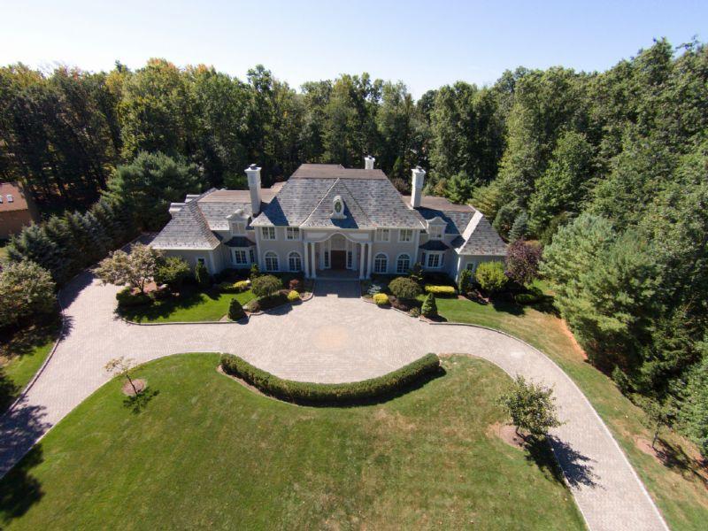 Villa per Vendita alle ore Breathtaking! 33 Cameron Road Saddle River, New Jersey 07458 Stati Uniti