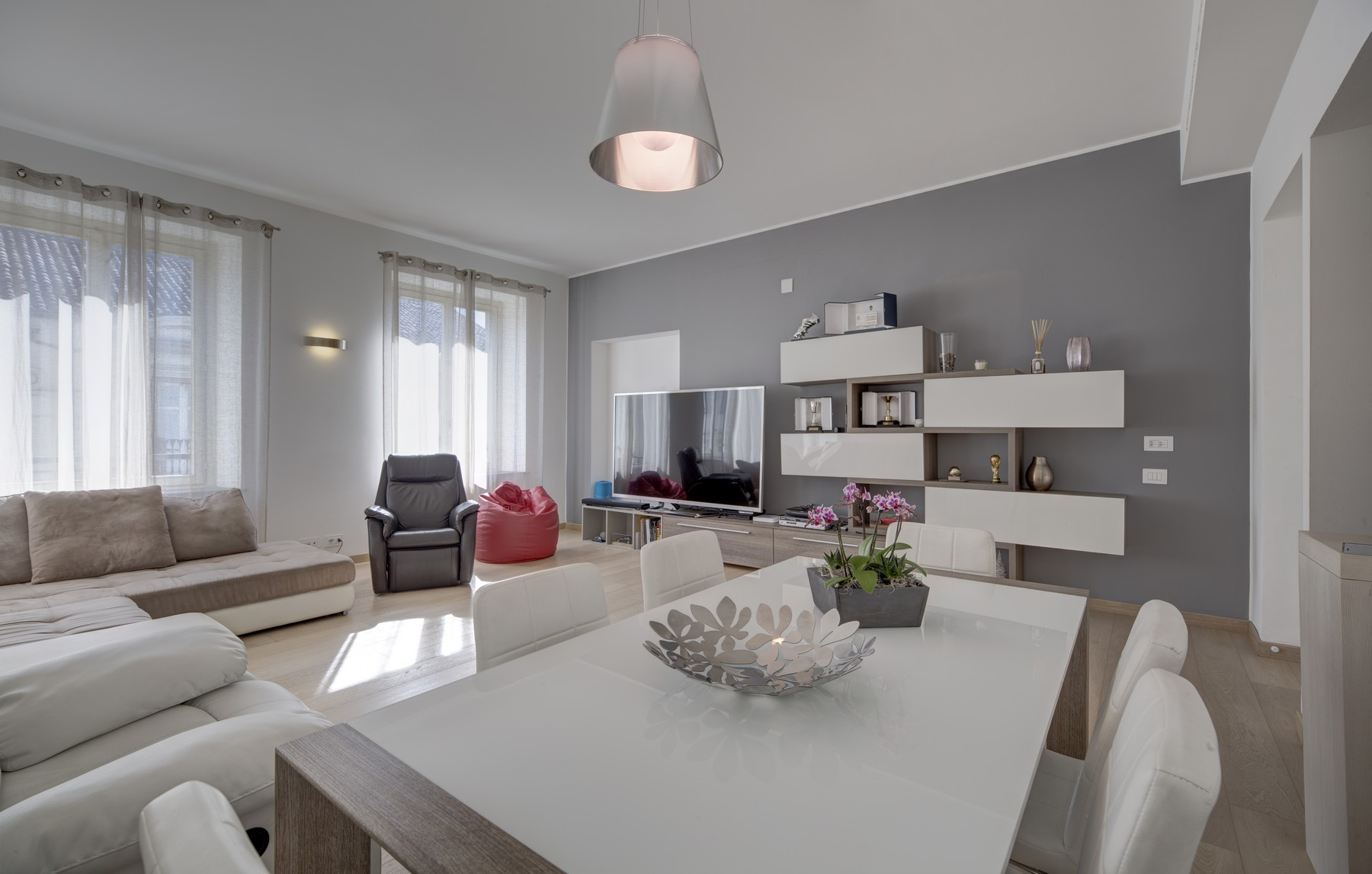 Additional photo for property listing at Exclusive Apartment a short walk from Piazza San Carlo Via Alfieri Turin, Turin 10121 Italia