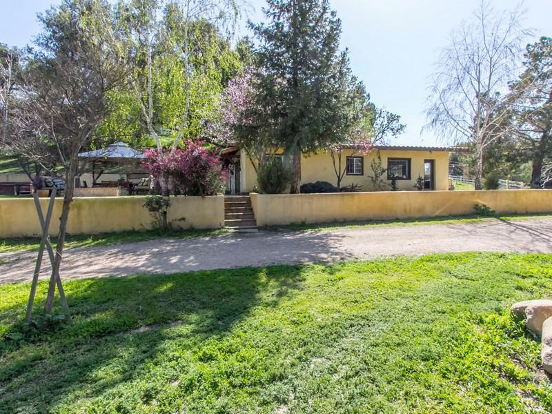 Maison unifamiliale pour l Vente à Colodny Drive 5810 Colodny Drive Agoura Hills, Californie 91301 États-Unis