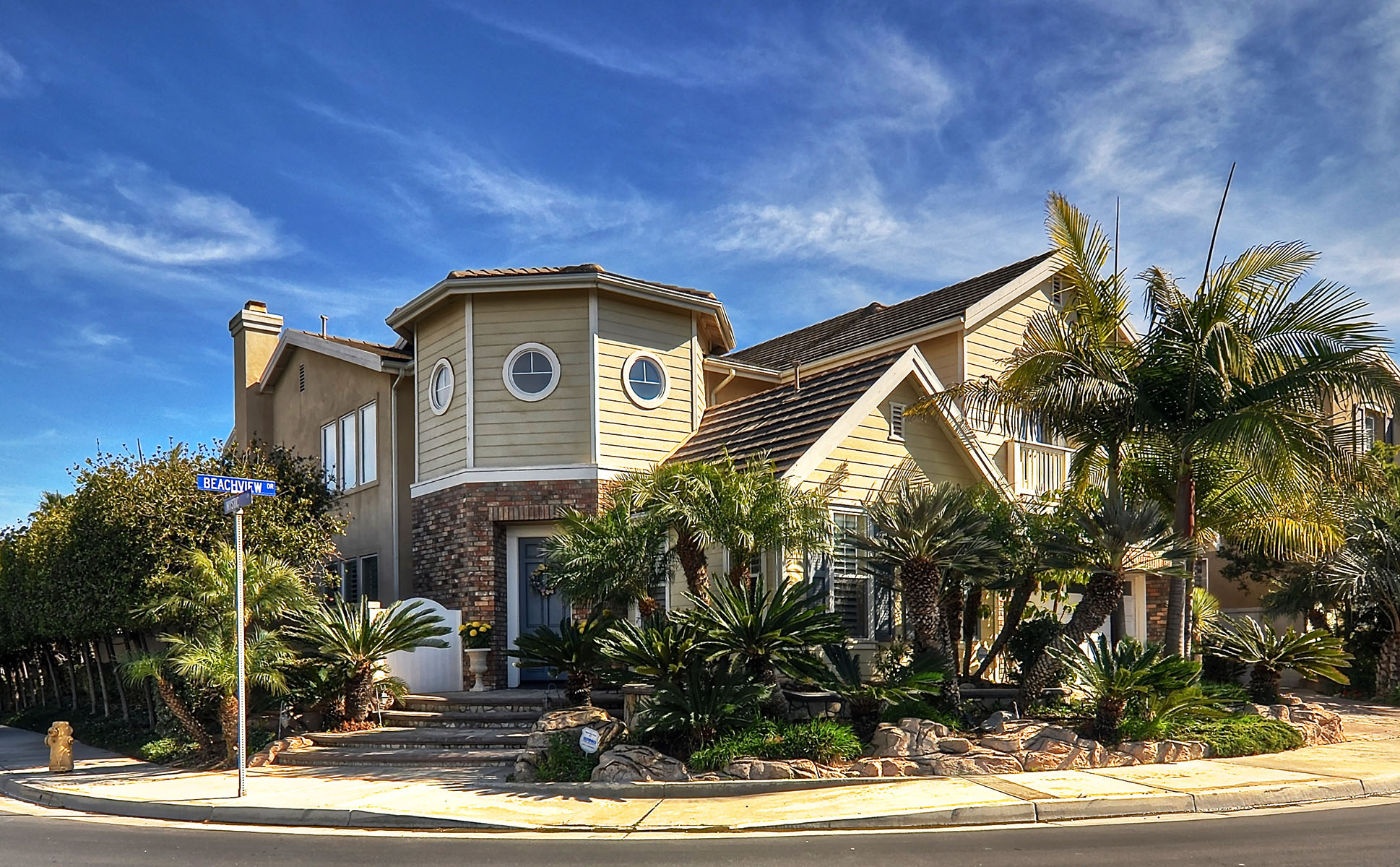Single Family Home for Sale at 6331 Beachview Drive Huntington Beach, California, 92648 United States